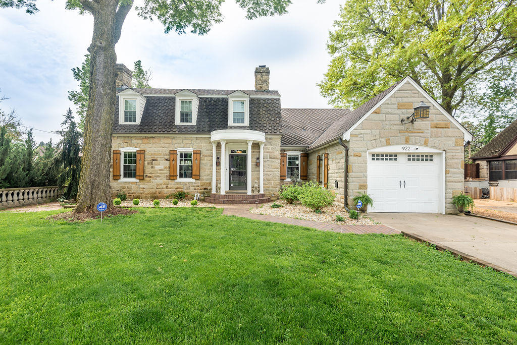 922 East Stanford Street Springfield, MO 65807