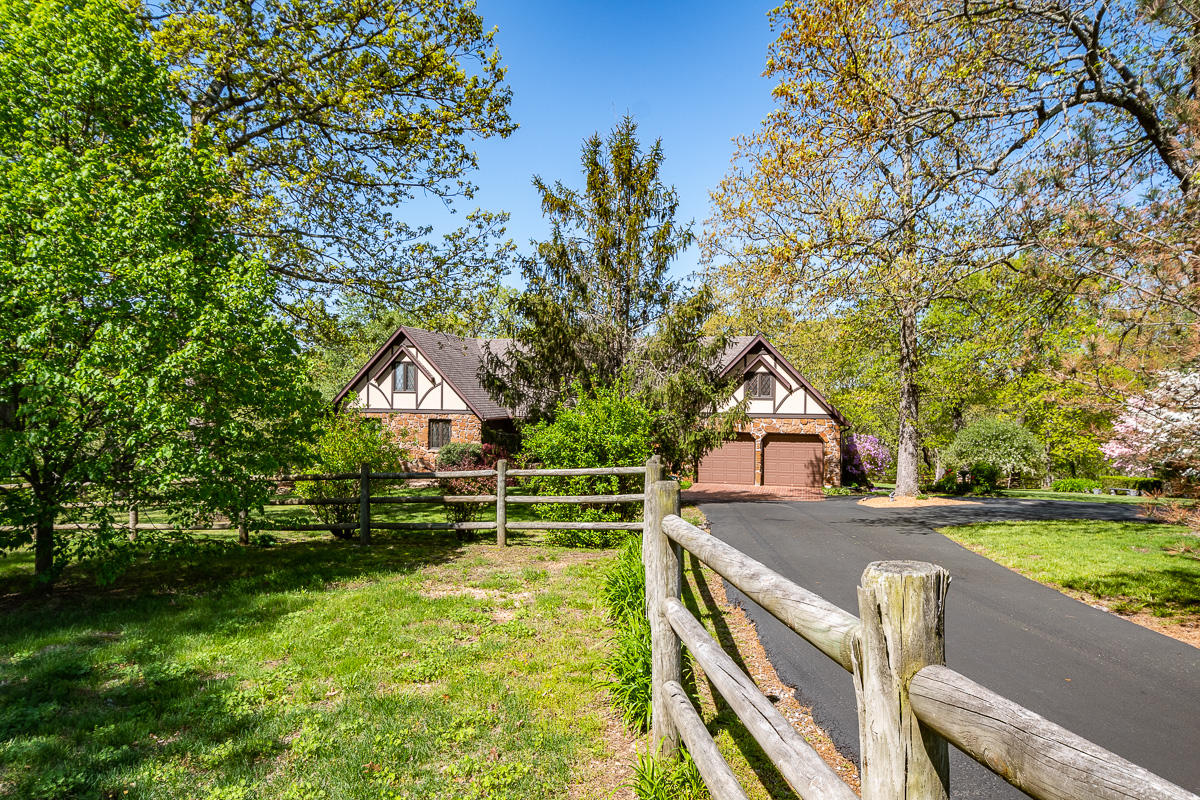 229 State Highway U Clever, MO 65631
