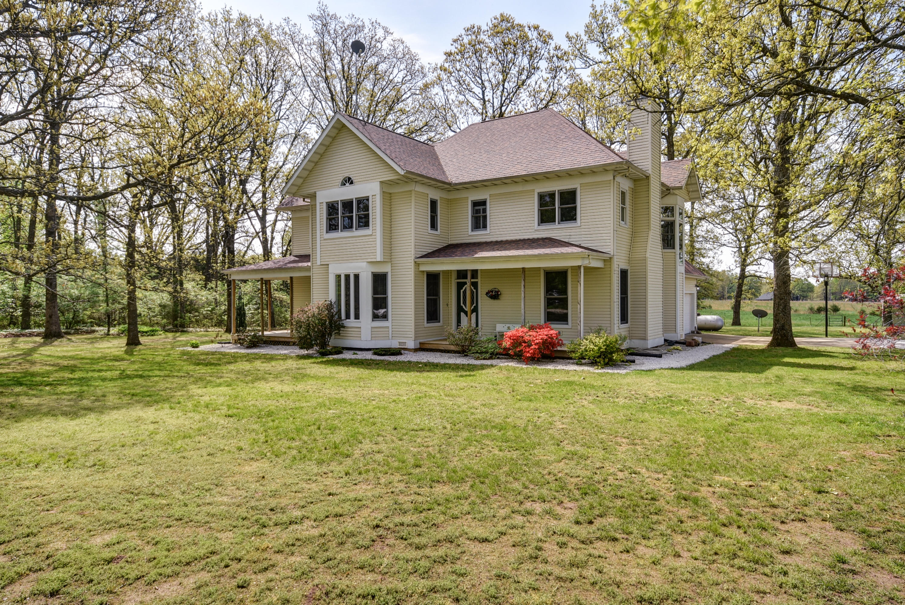 9416 East County Line Road Rogersville, MO 65742