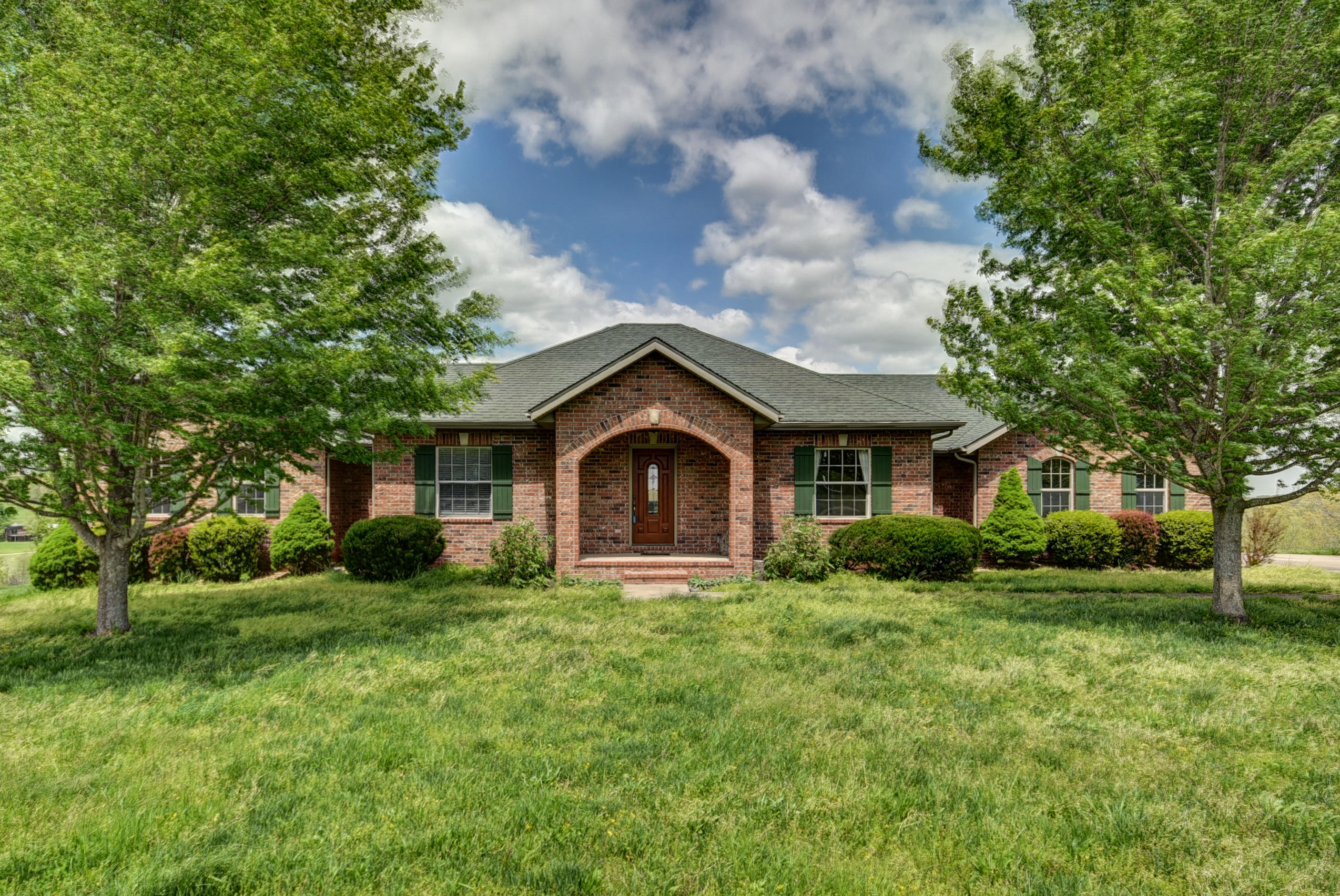 3212 South Know It All Lane Rogersville, MO 65742