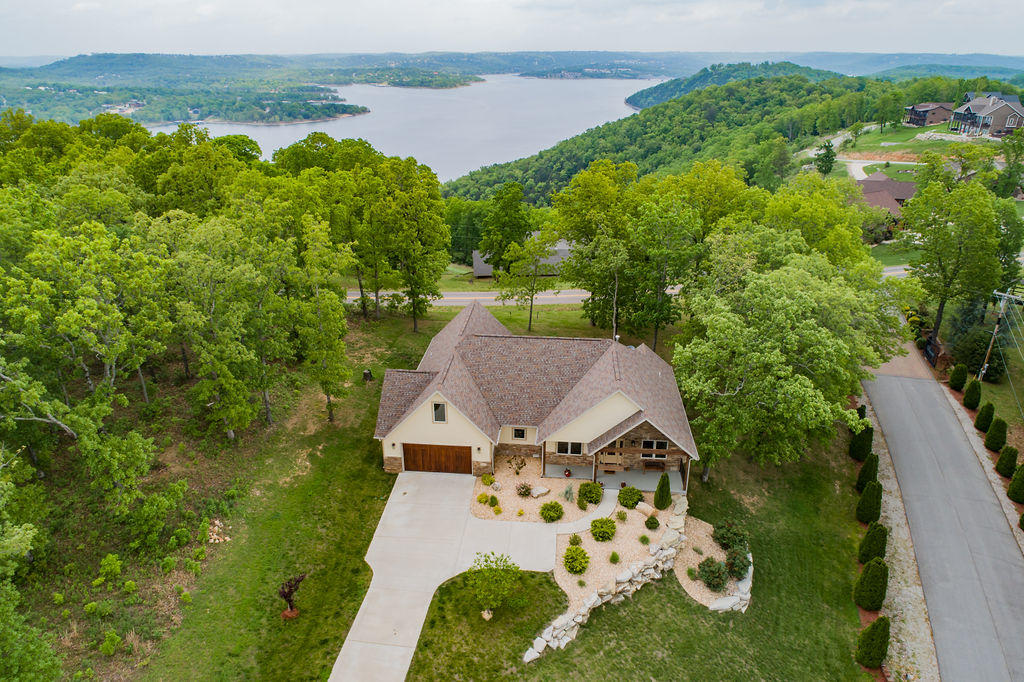 76 Pinnacle Shores Drive Lampe, MO 65681