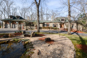 7225 East Crescent Court, Springfield, MO 65809