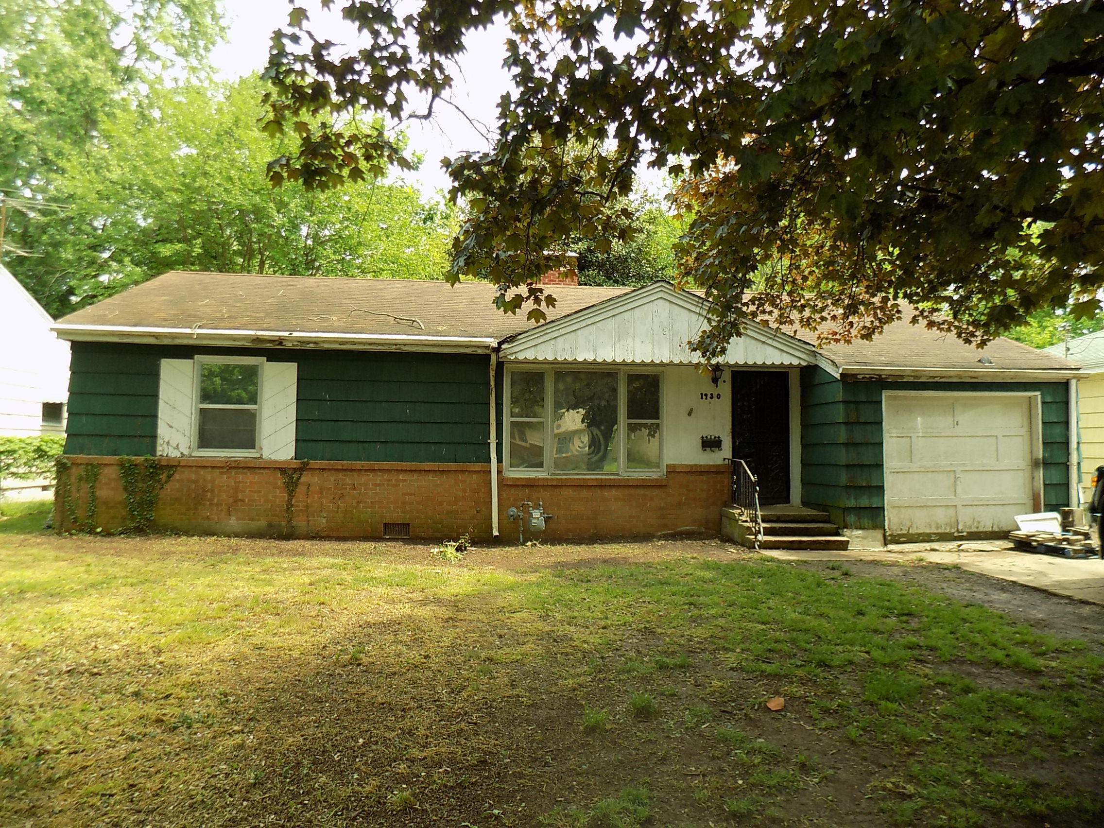 1930 South Robberson Avenue Springfield, MO 65807