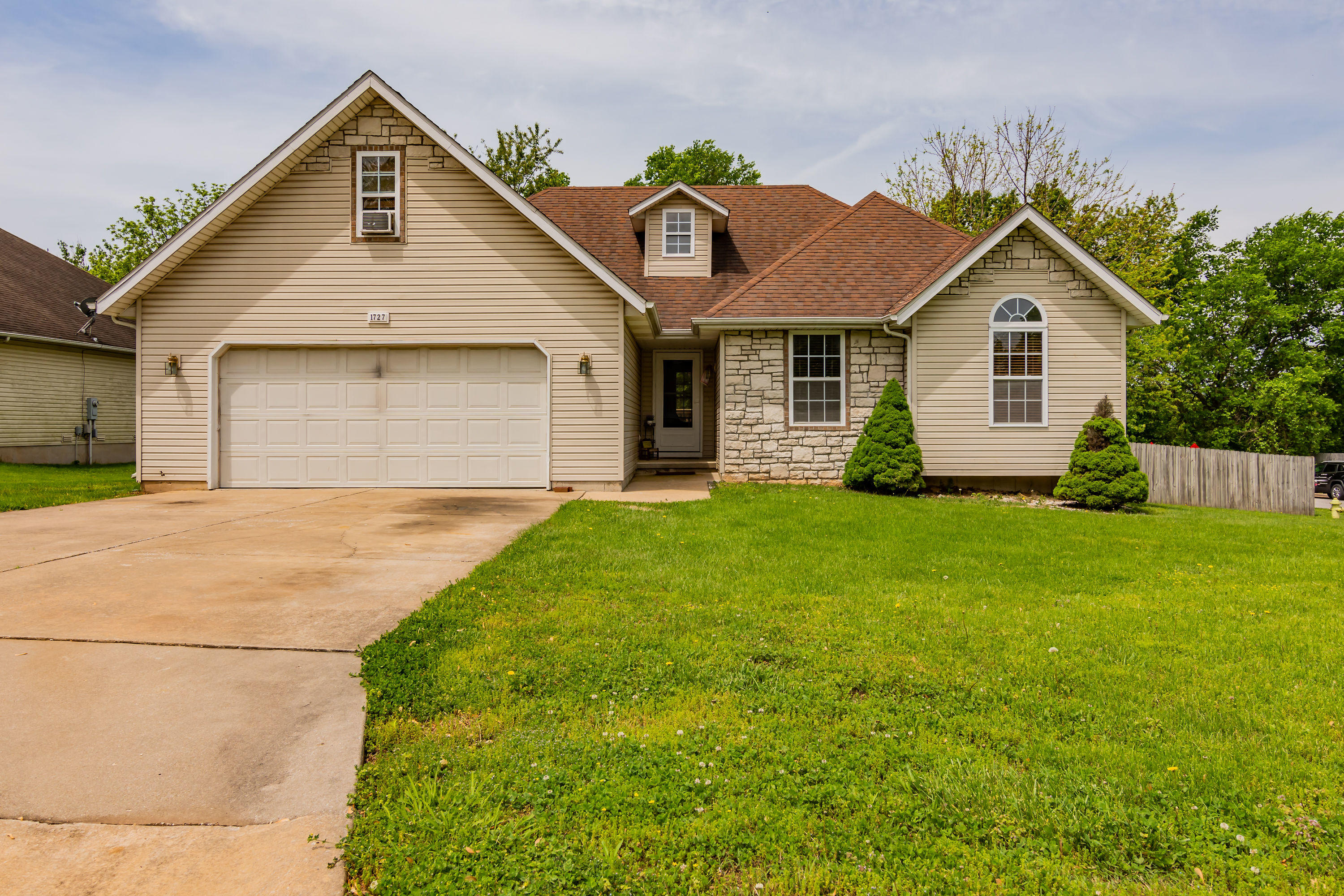 1727 South Burks Avenue Springfield, MO 65807