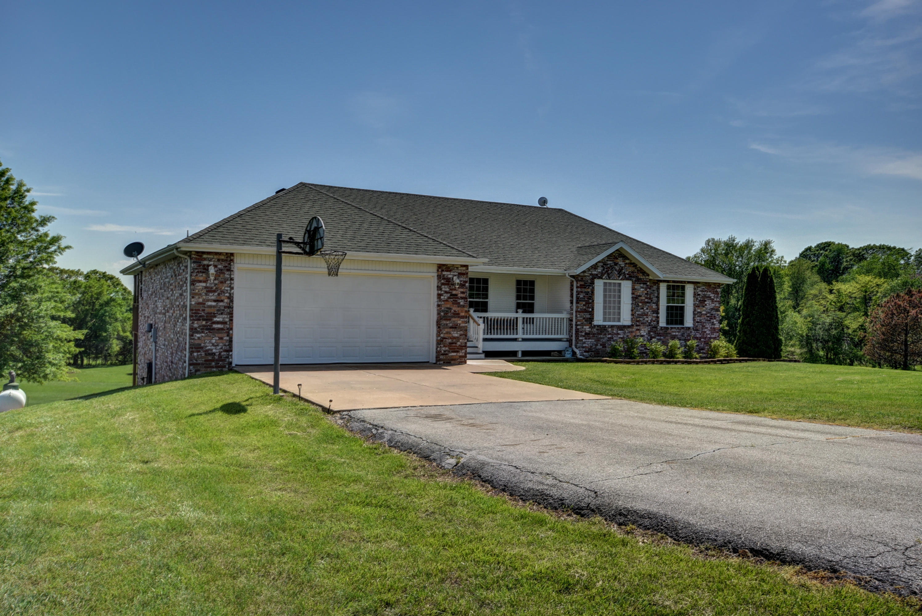 1052 West Sunny Slopes Drive Nixa, MO 65714
