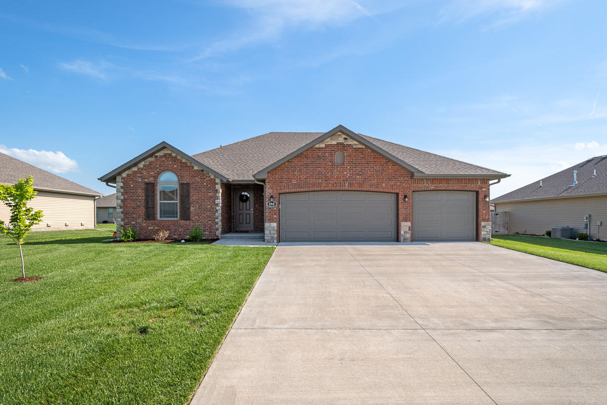 898 Independence Drive Rogersville, MO 65742