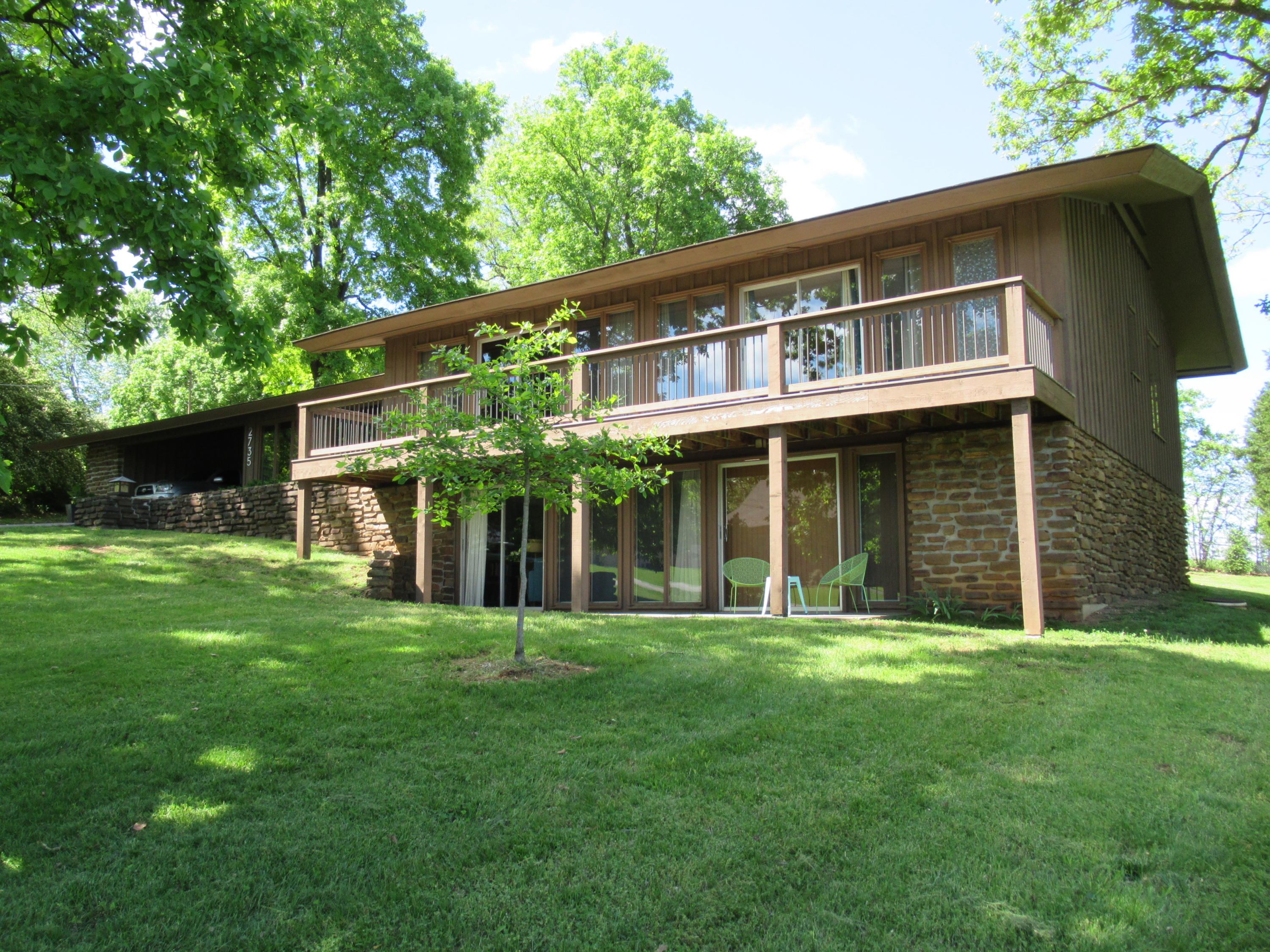 2735 East Vincent Drive Springfield, MO 65804