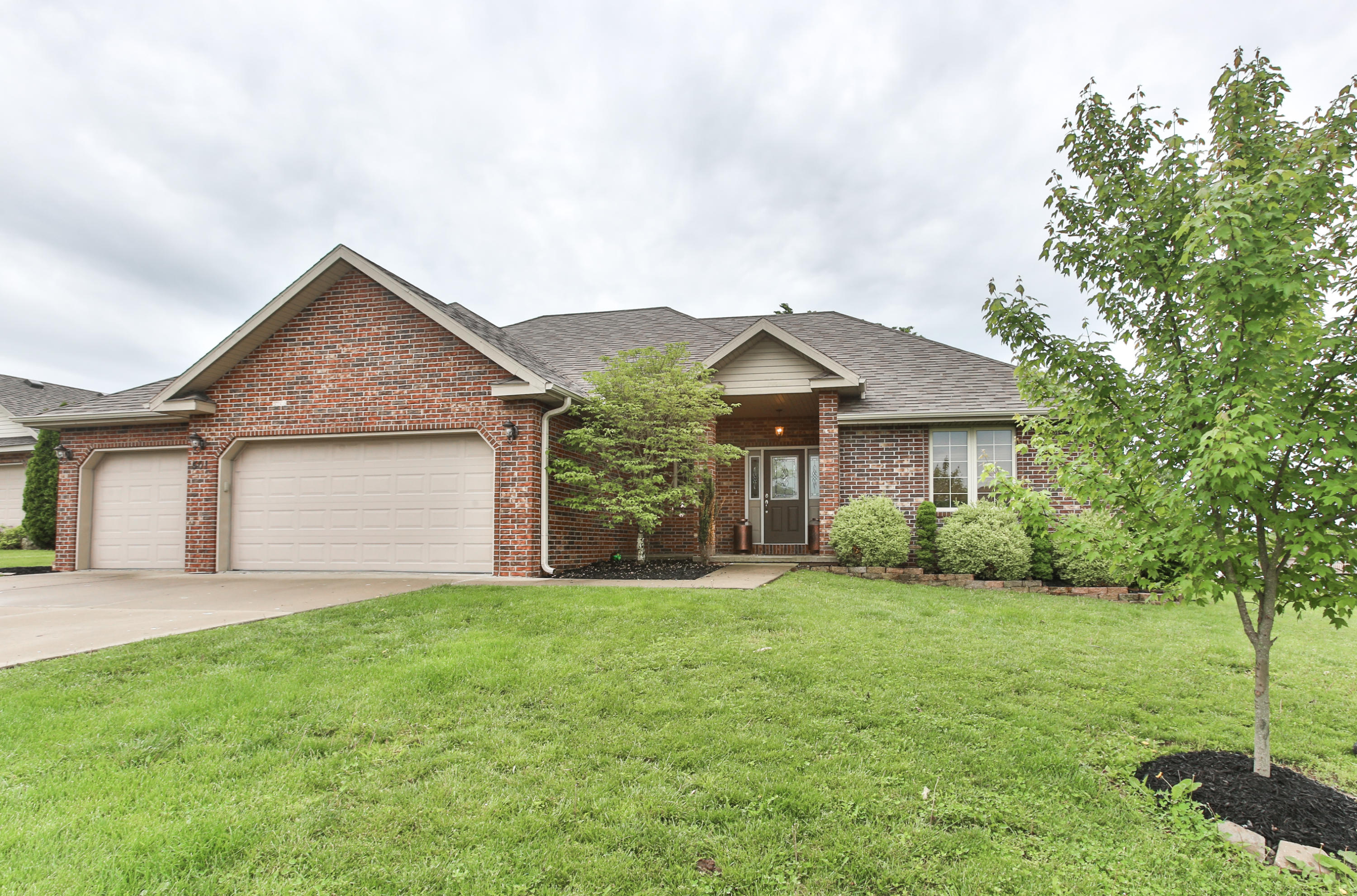501 Falcon Heights Rogersville, MO 65742