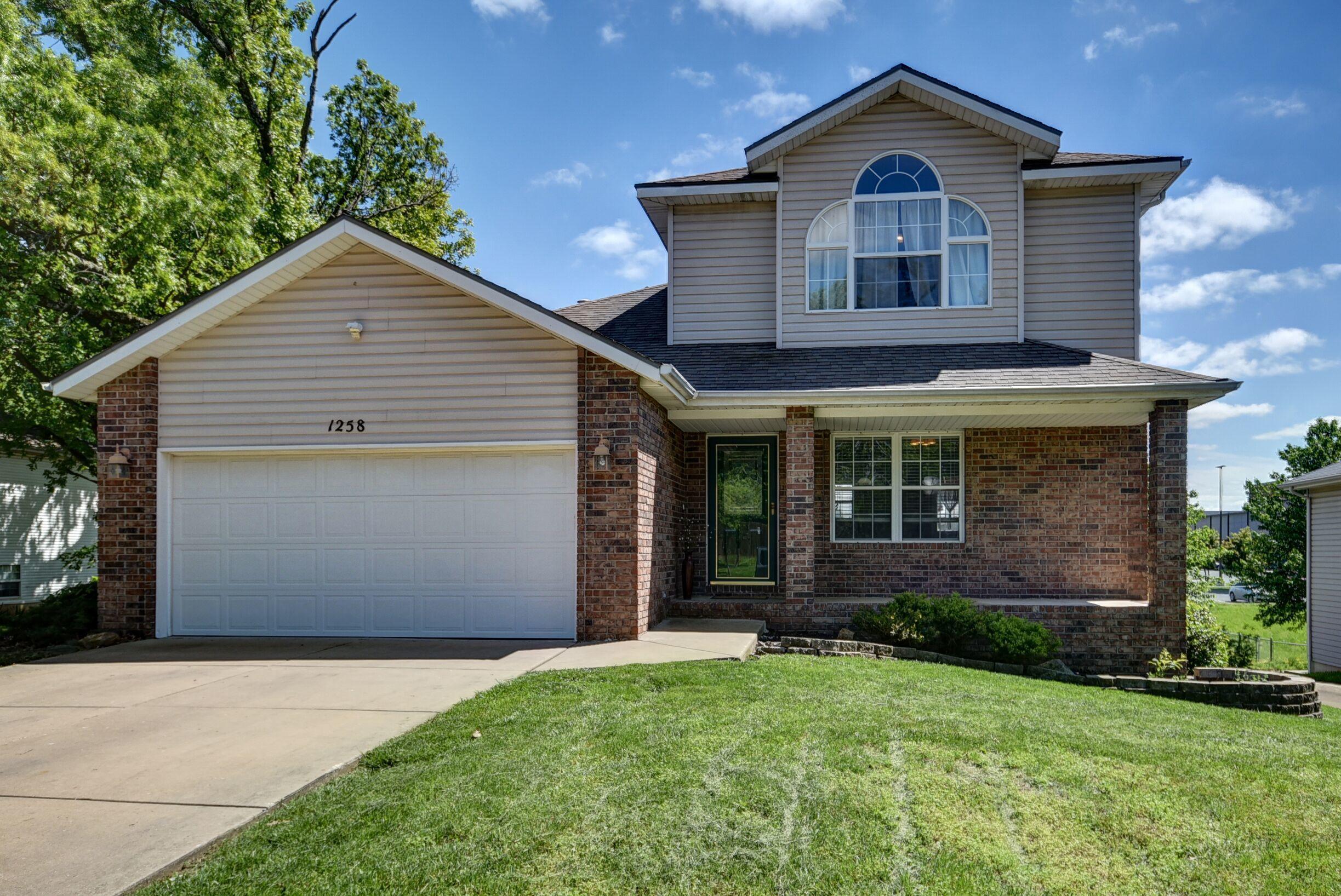 1258 West Bridgewood Place Nixa, MO 65714
