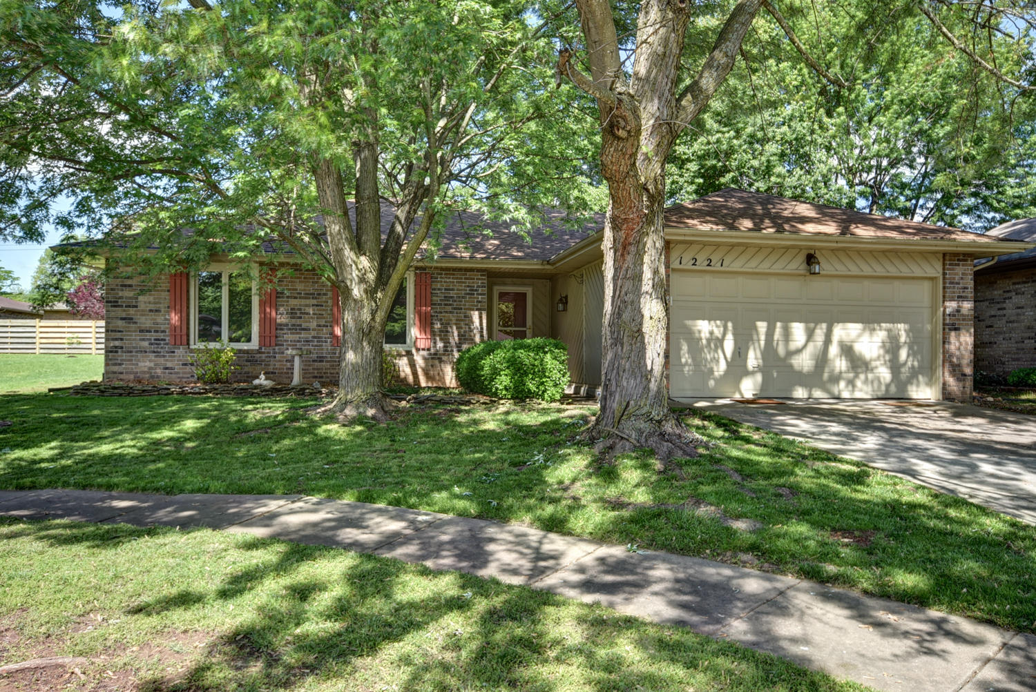 1221 South Bruce Court Springfield, MO 65804