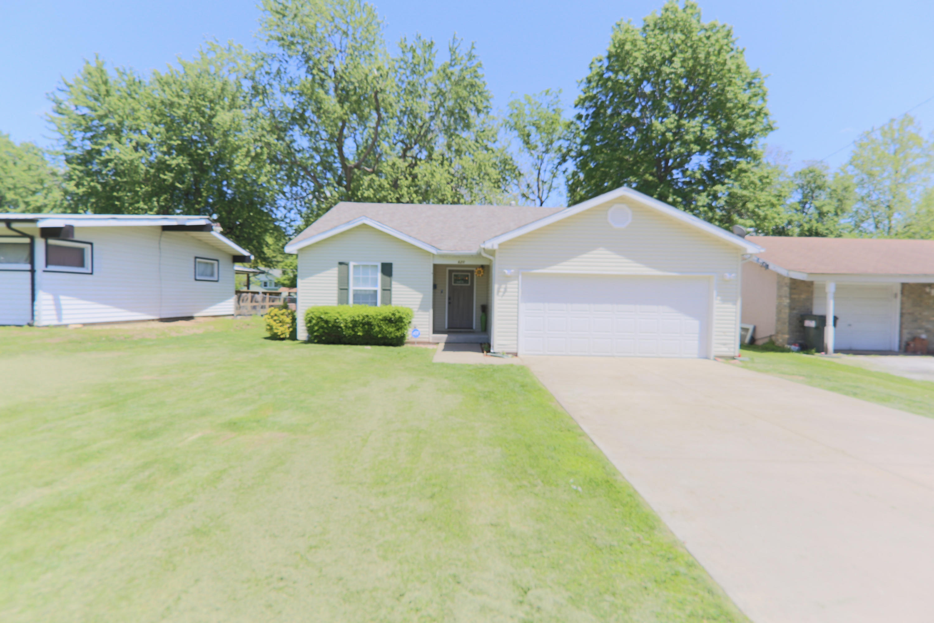 620 North Oak Grove Avenue Springfield, MO 65802