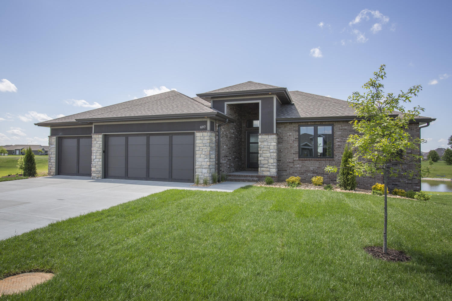 697 North Foxhill Circle Nixa, MO 65714