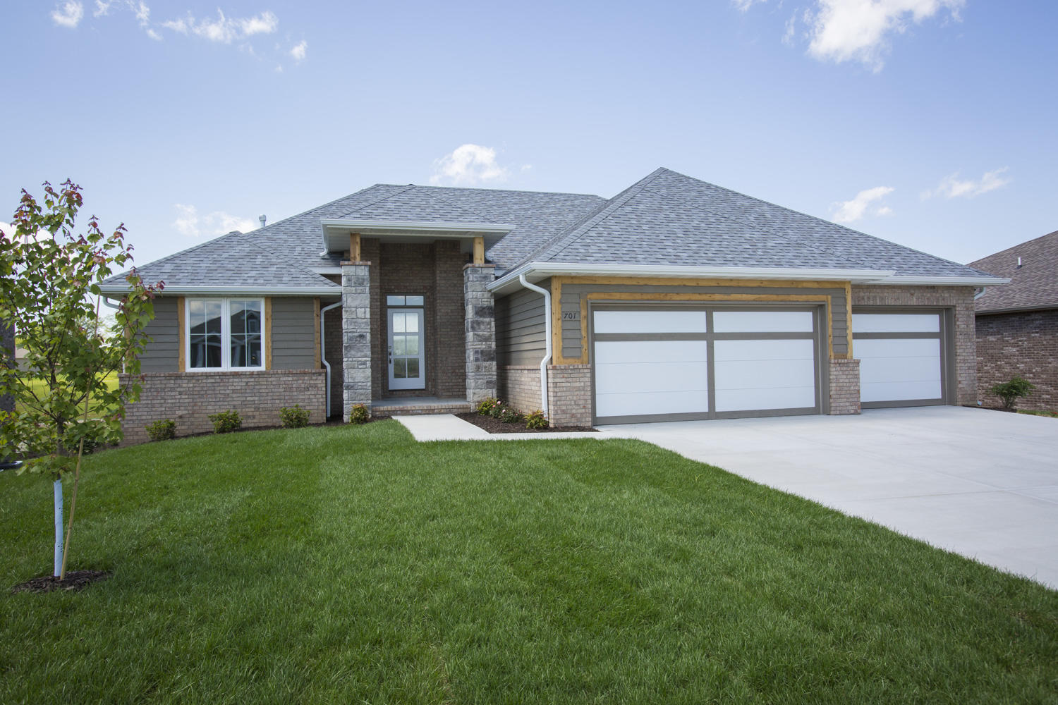 701 North Foxhill Circle Nixa, MO 65714