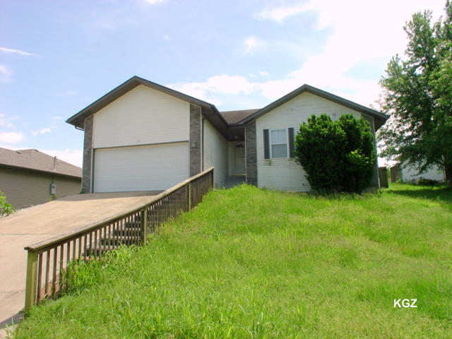 140 Valley Drive Hollister, MO 65672