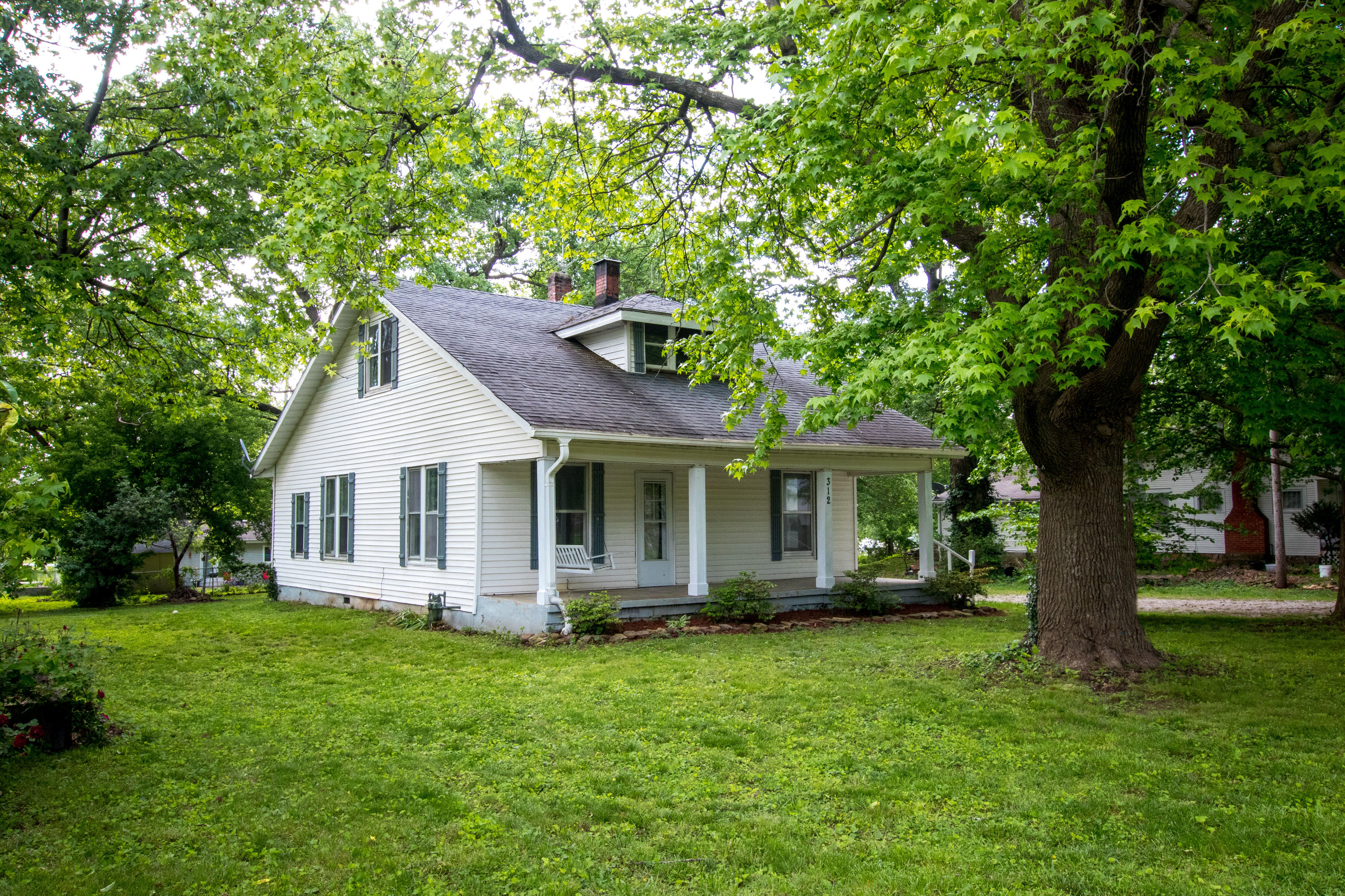 312 South Pershing Street Willard, MO 65781