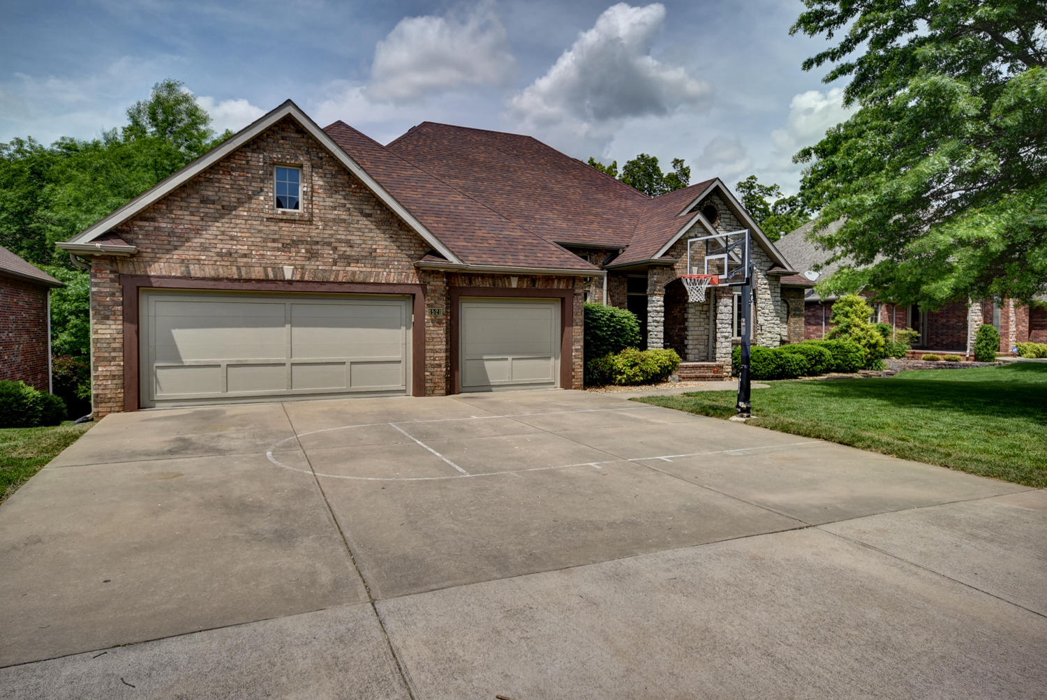 1521 East Wood Oaks Springfield, MO 65804