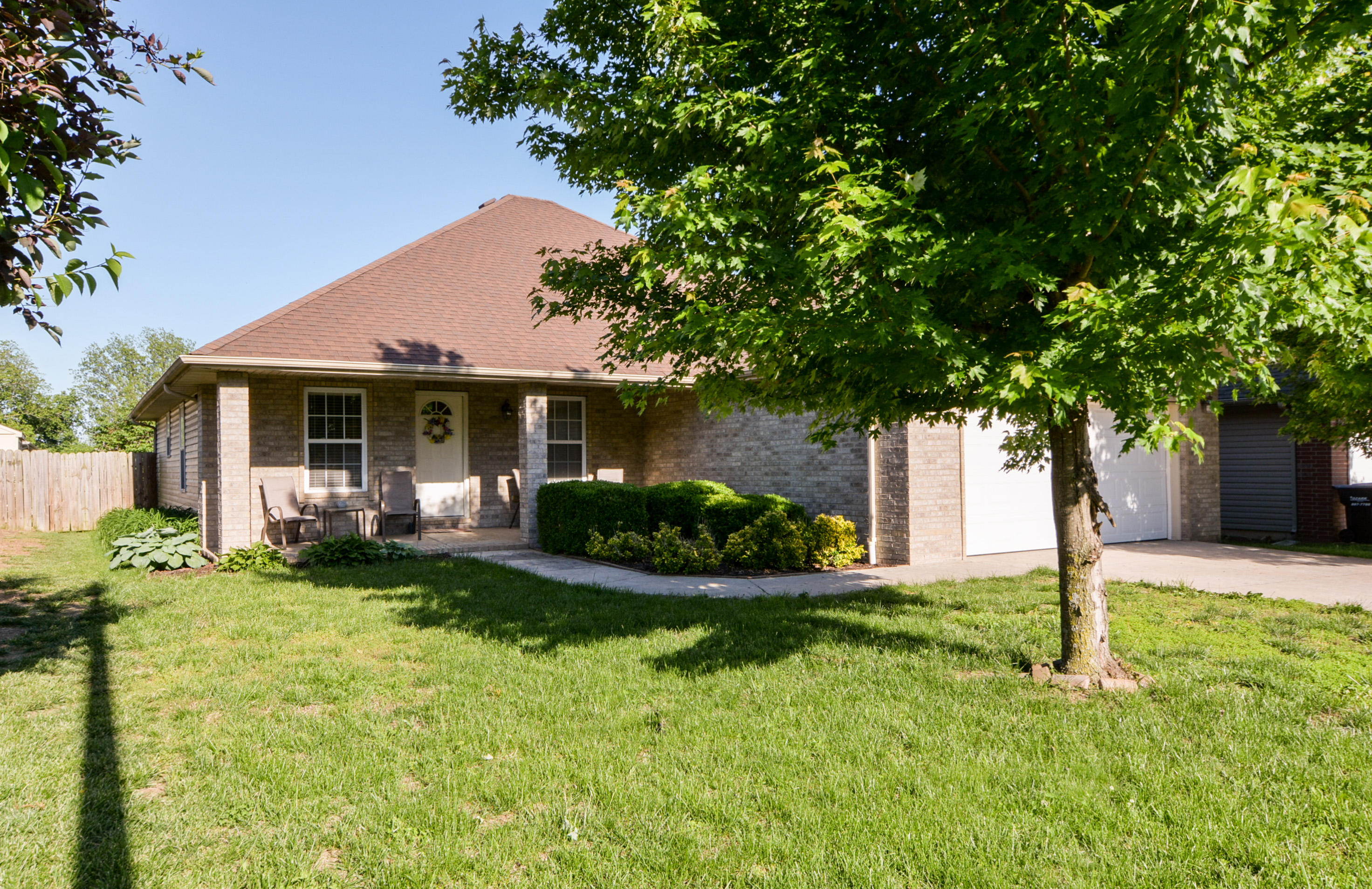 608 South Casa Grande Avenue Springfield, MO 65802