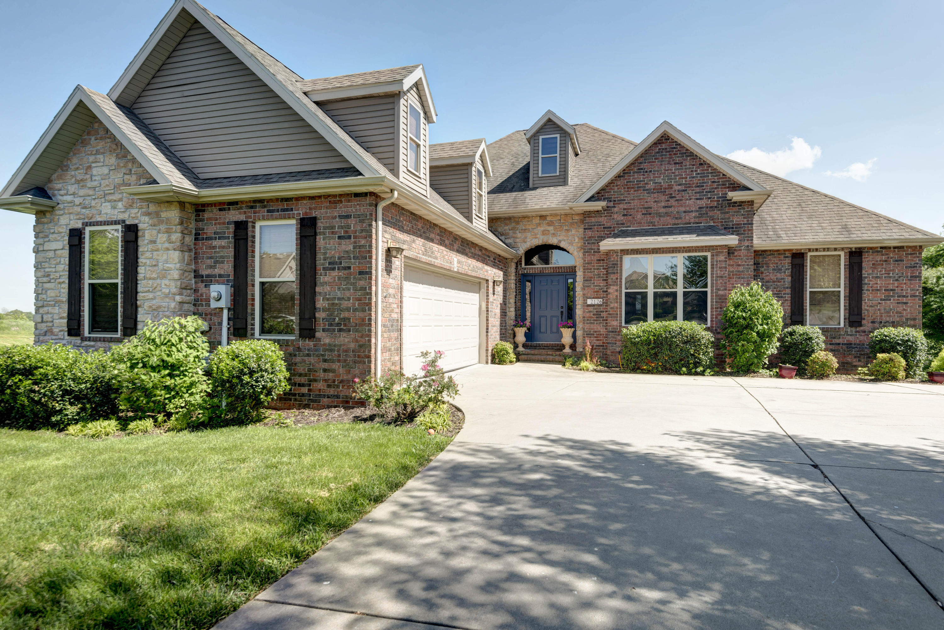 2126 North Williamsburg Lane Ozark, MO 65721