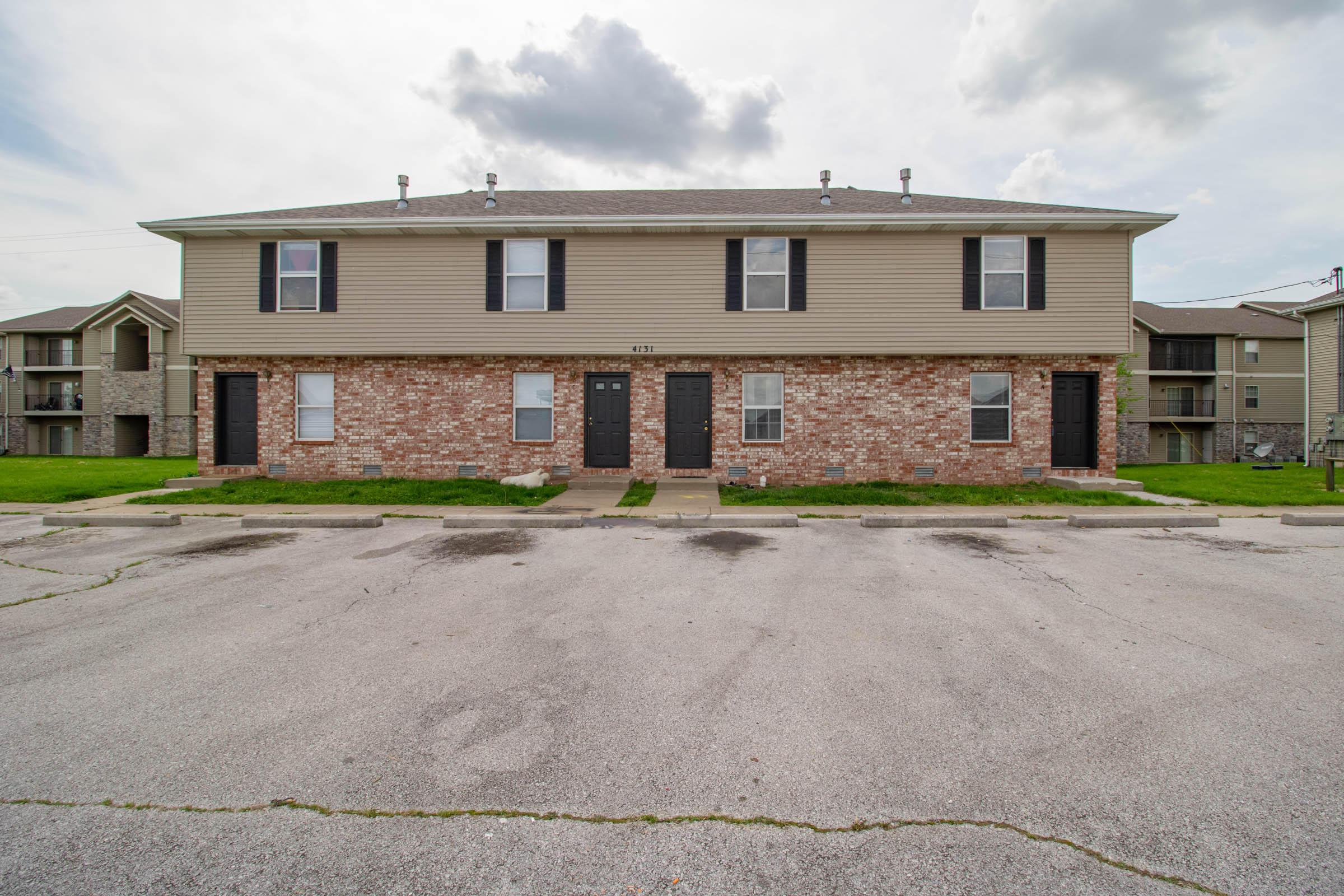 4115/4131 South Glenn Avenue Springfield, MO 65807