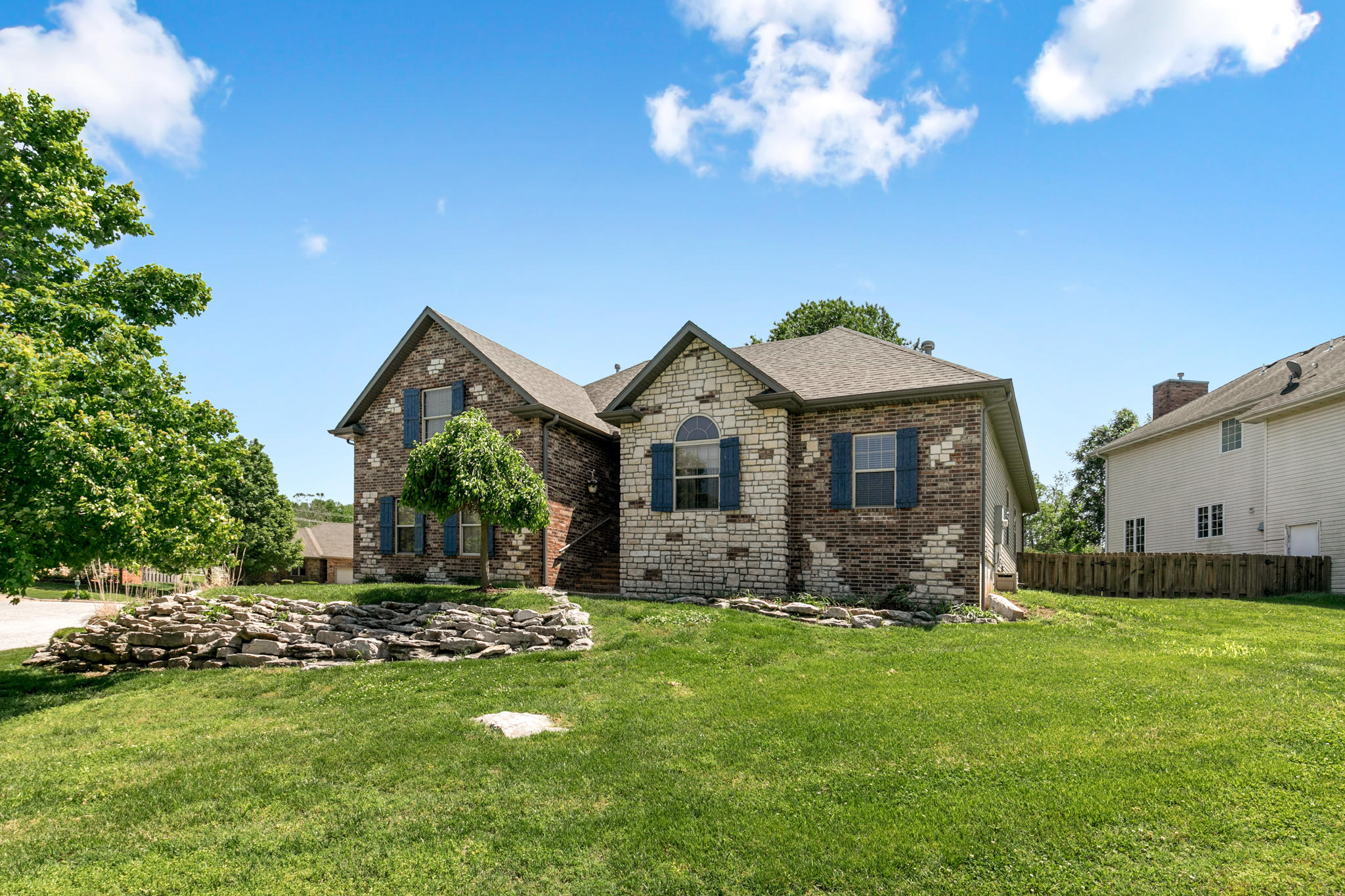 2481 West Chatsworth Court Springfield, MO 65810