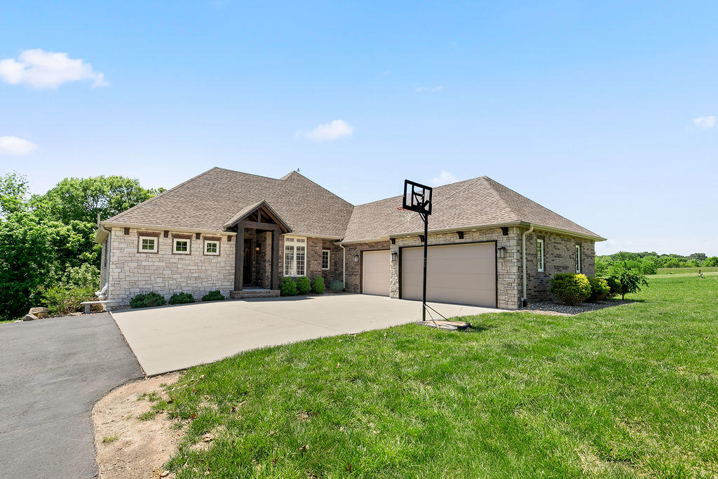 932 South Caliburn Drive Nixa, MO 65714