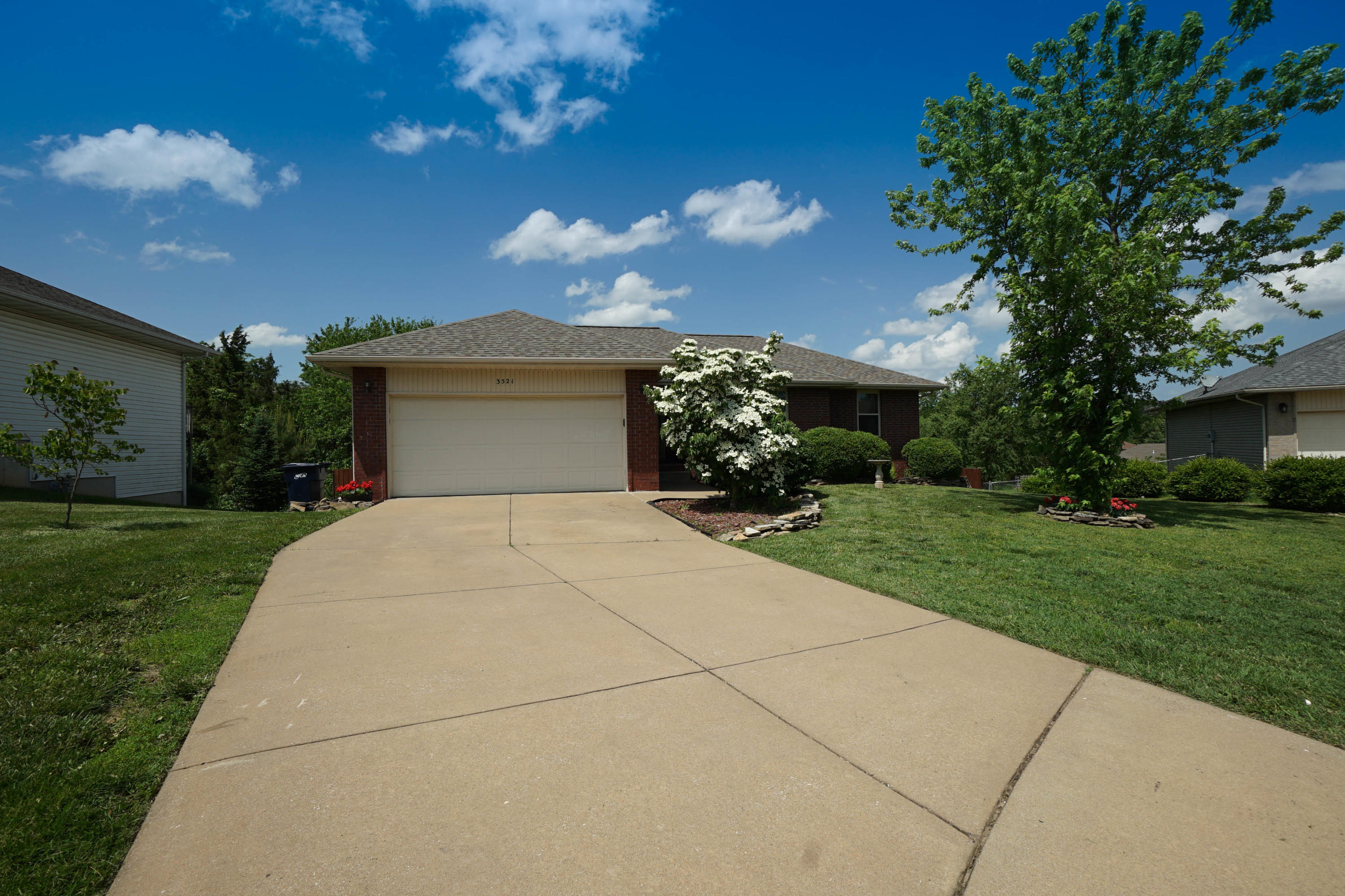 3521 West Dylan Drive Springfield, MO 65807