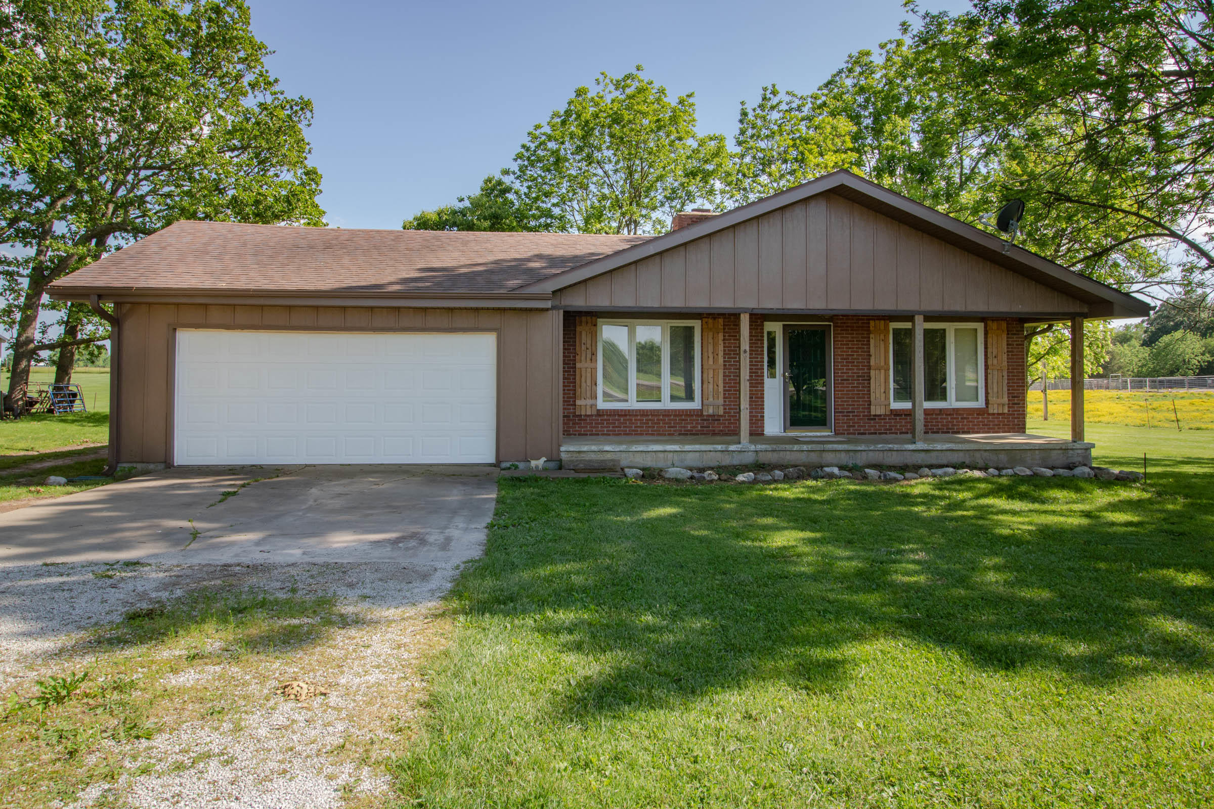 8106 East County Line Road Rogersville, MO 65742