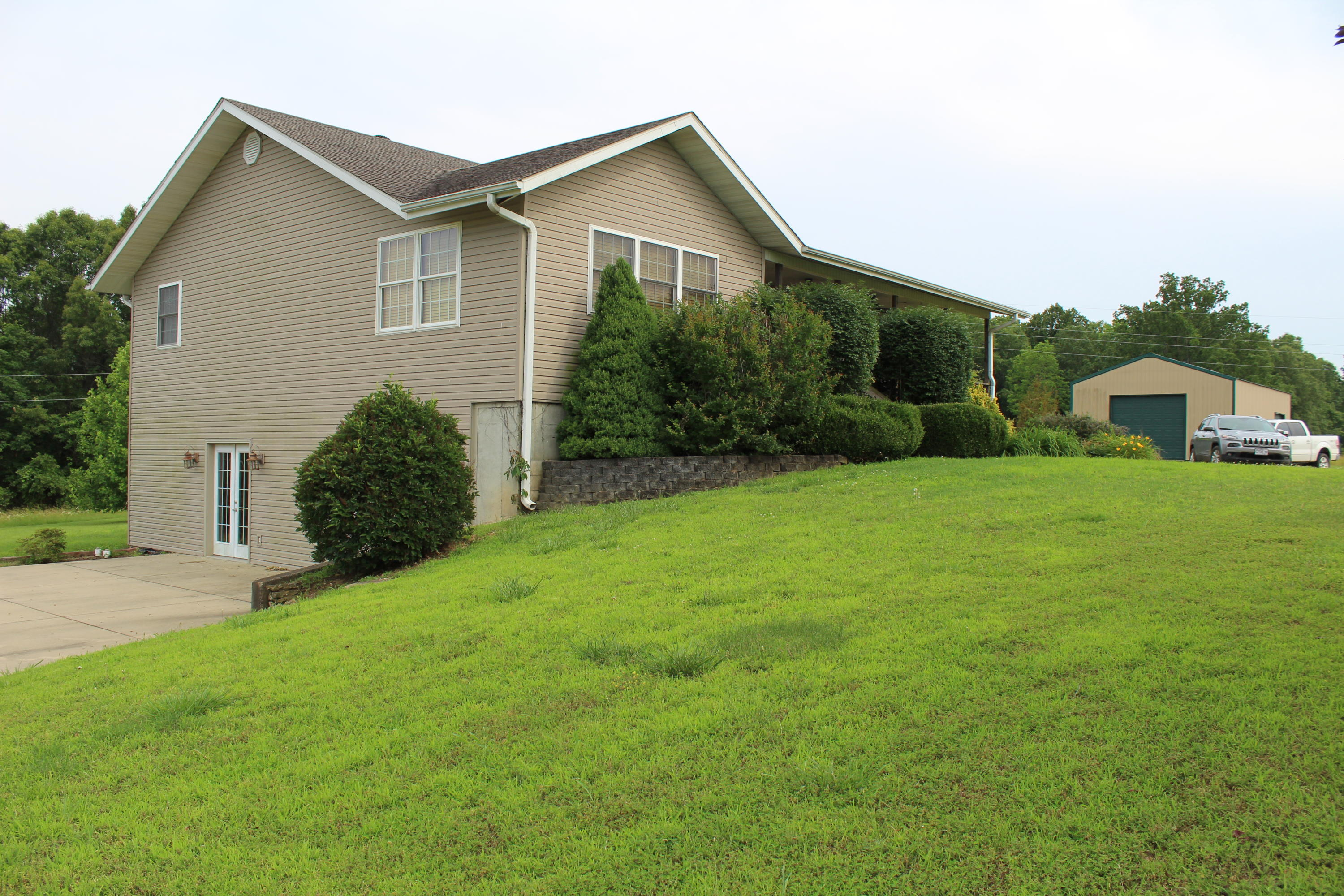 596 County Road Alton, MO 65606