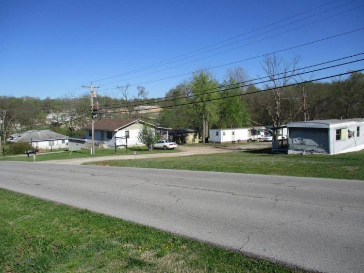818 Johnson Avenue Ava, MO 65608