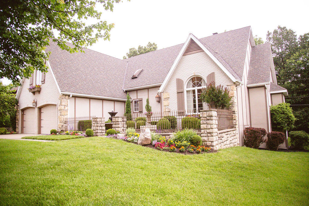 1417 South Ginger Blue Avenue Springfield, MO 65809