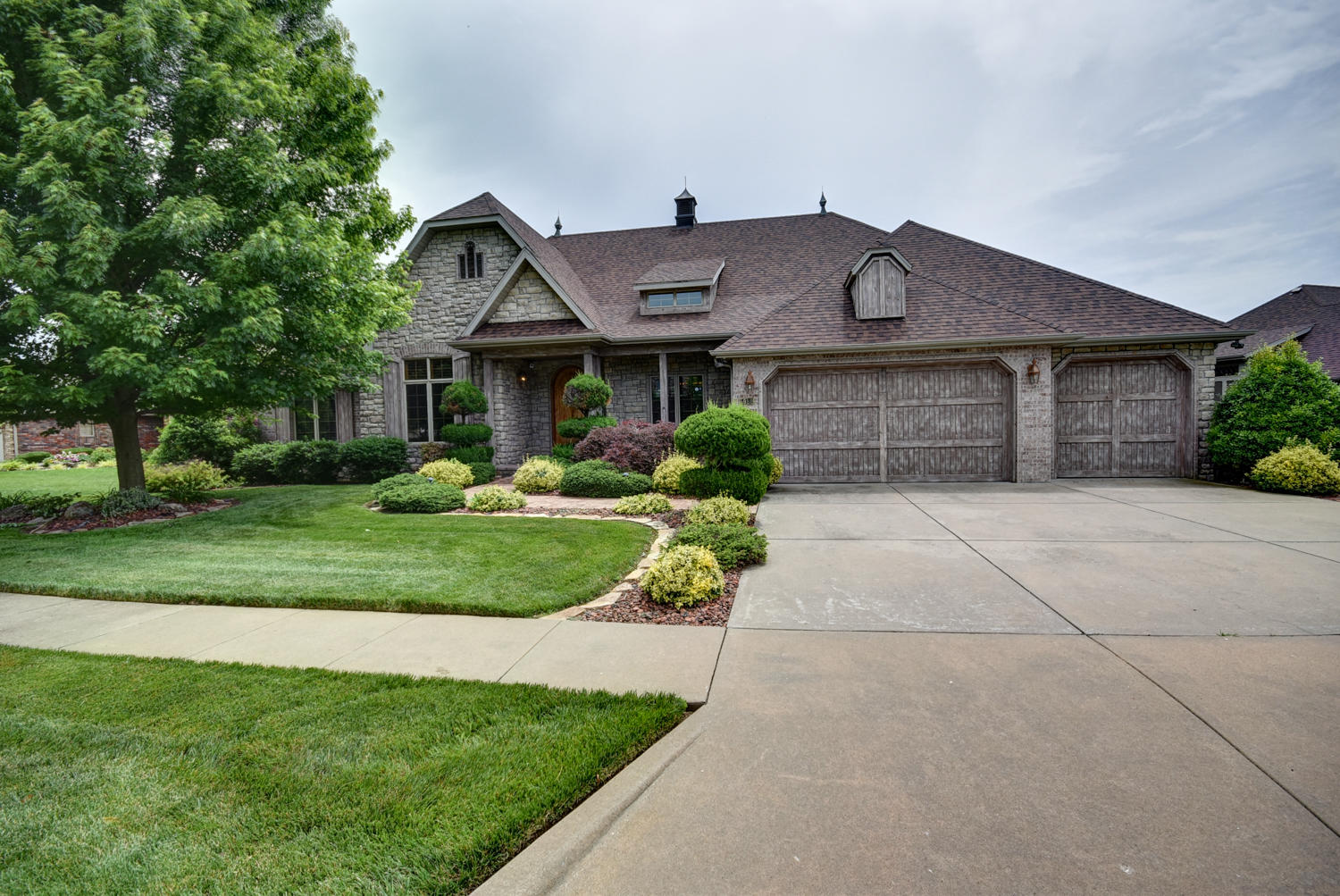 5952 South Parkhaven Lane Springfield, MO 65810
