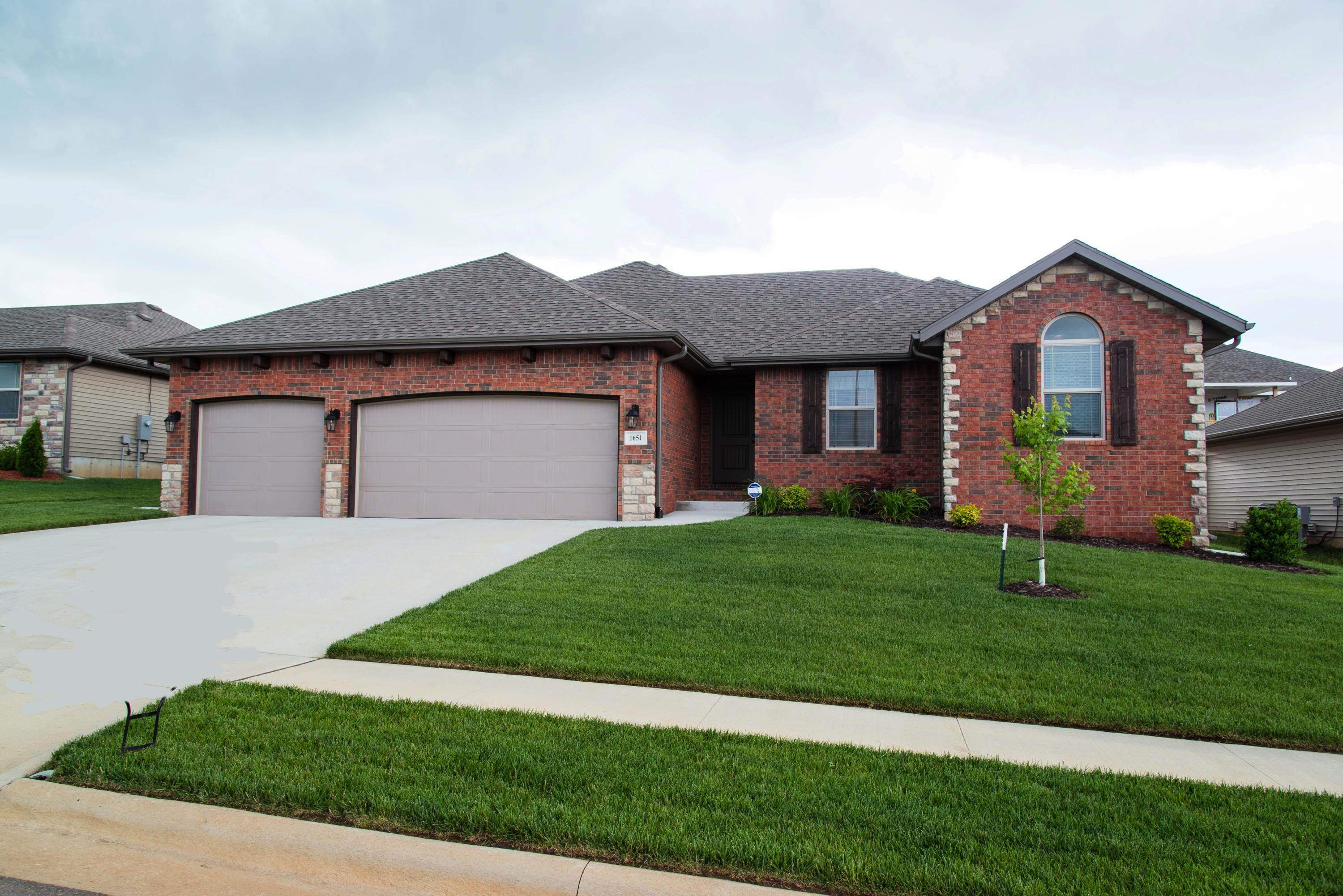 1651 North Eagle Valley Lane Nixa, MO 65714