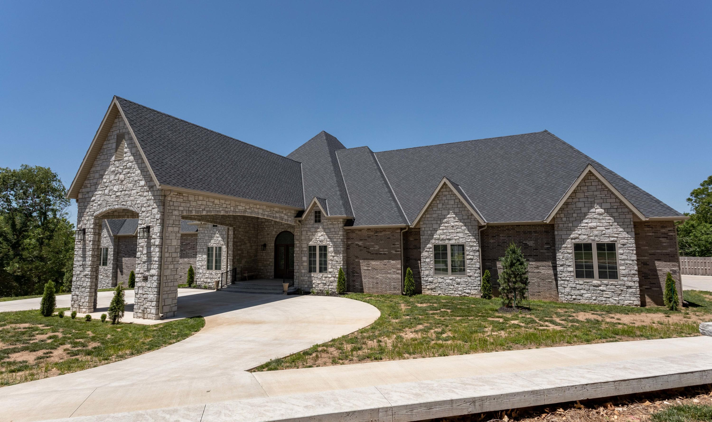 3219 East Sommerset Road Springfield, MO 65804