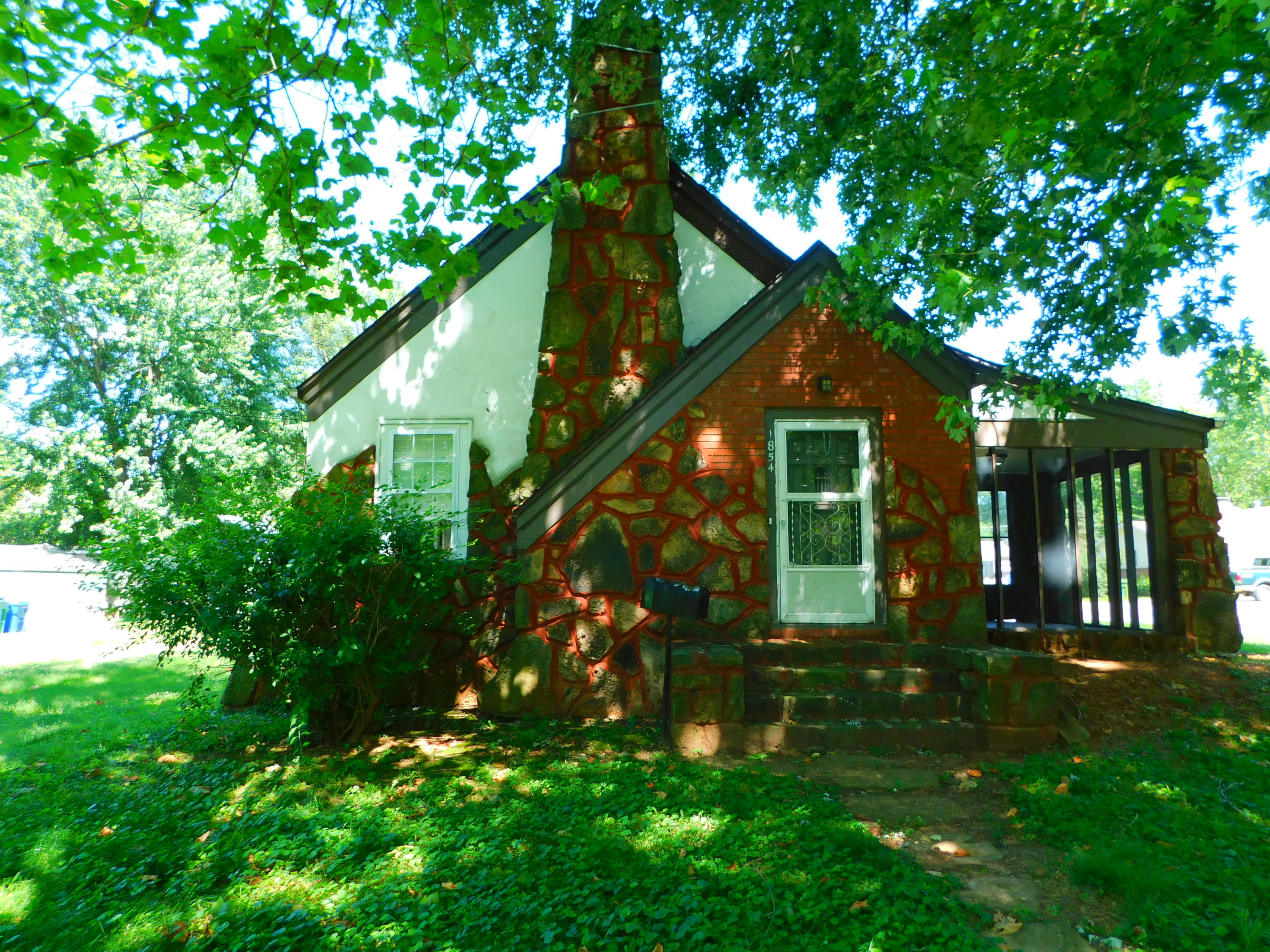 1854 South Fort Avenue Springfield, MO 65807