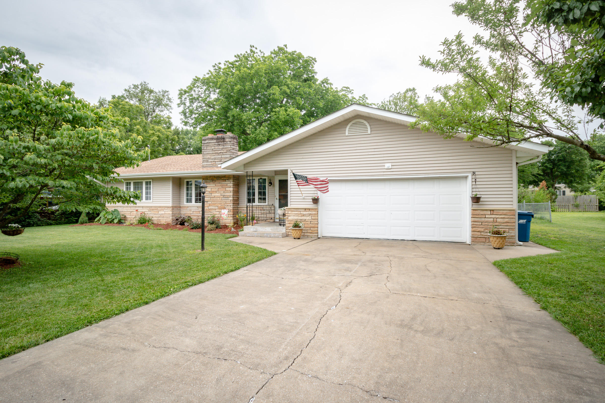 1725 South Link Avenue Springfield, MO 65804