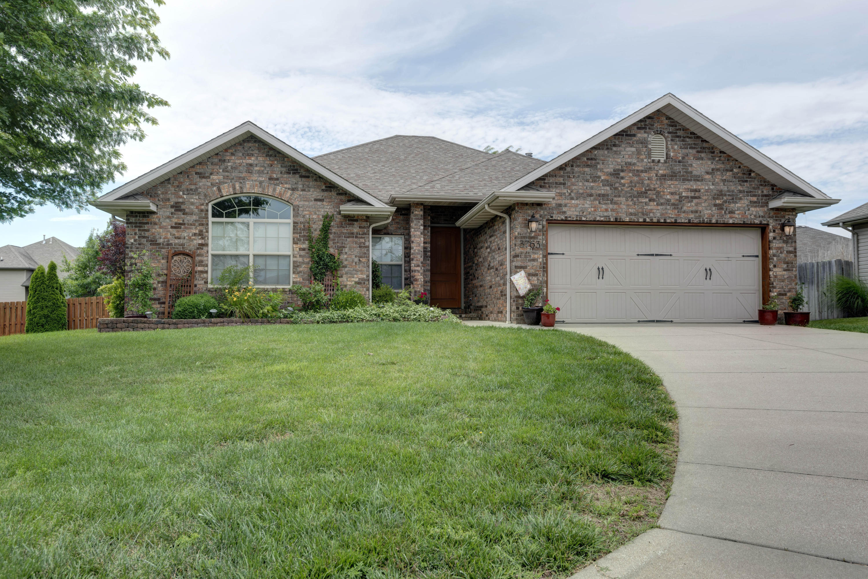 3763 North Meadowgate Court Springfield, MO 65803