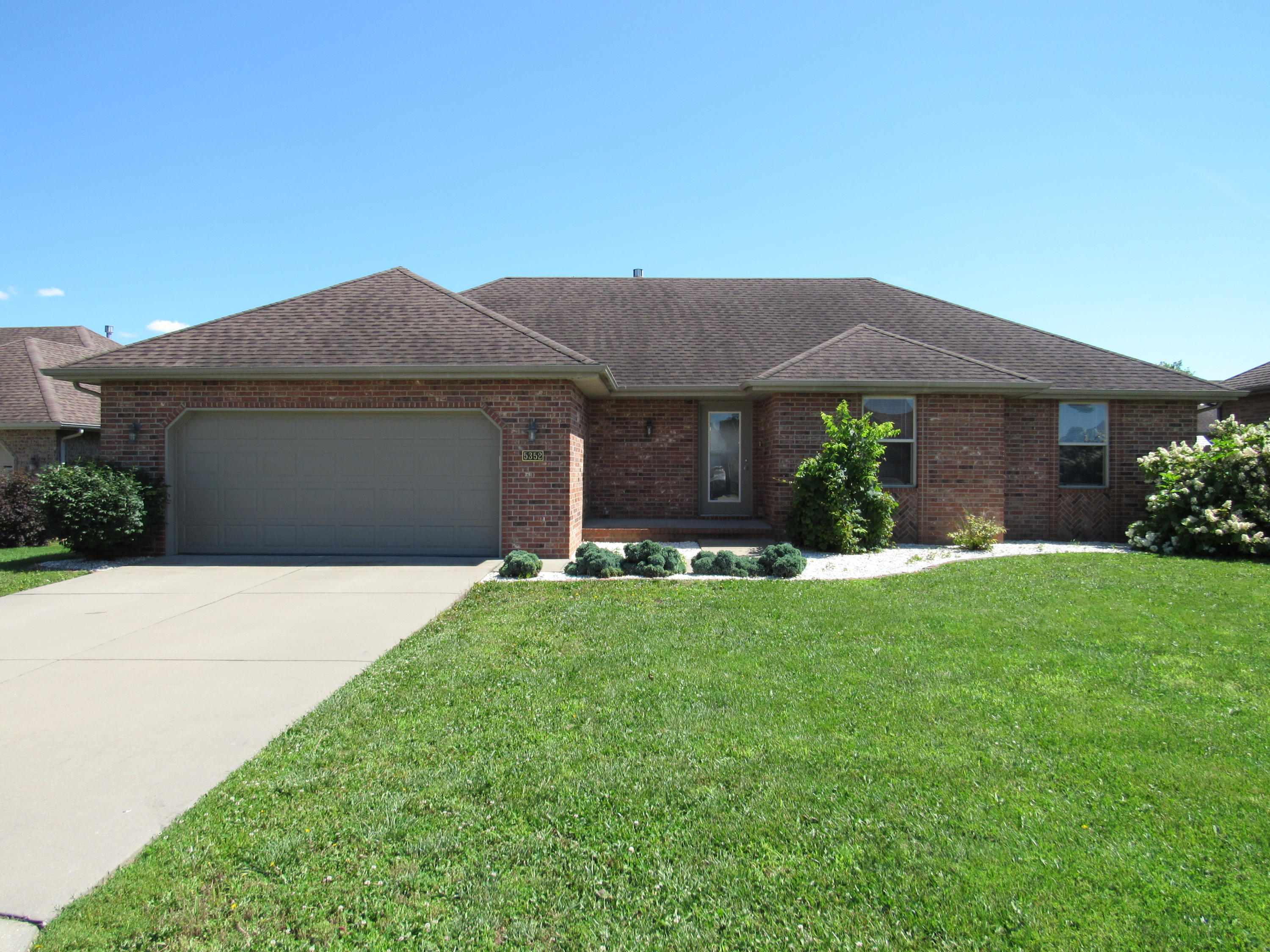 5352 West Soapberry Court Springfield, MO 65802