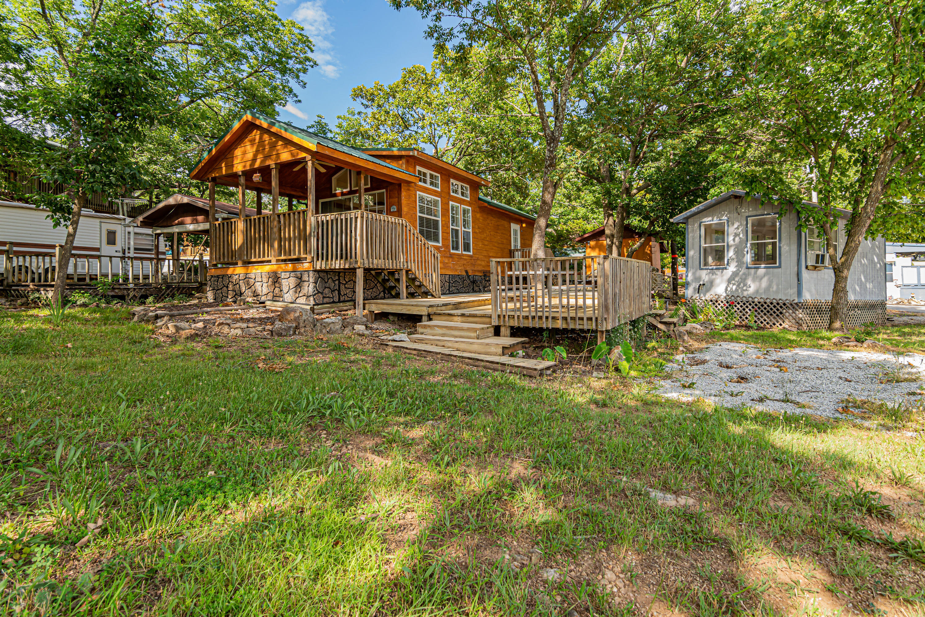 111 Squirrel Boulevard Hollister, MO 65672