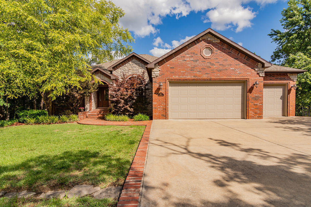 927 Silverbluff Circle Branson West, MO 65737