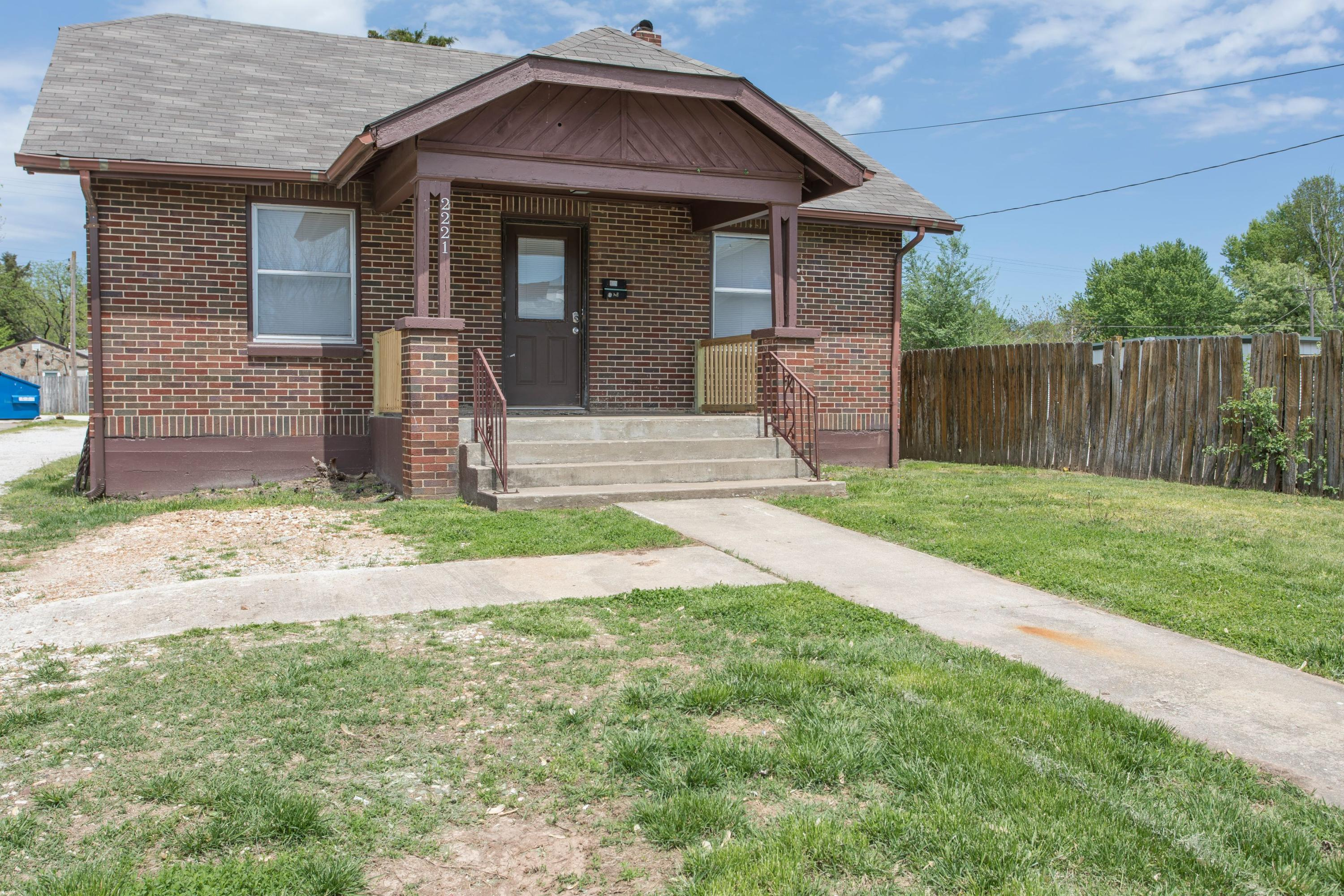 2221 West College Street Springfield, MO 65806