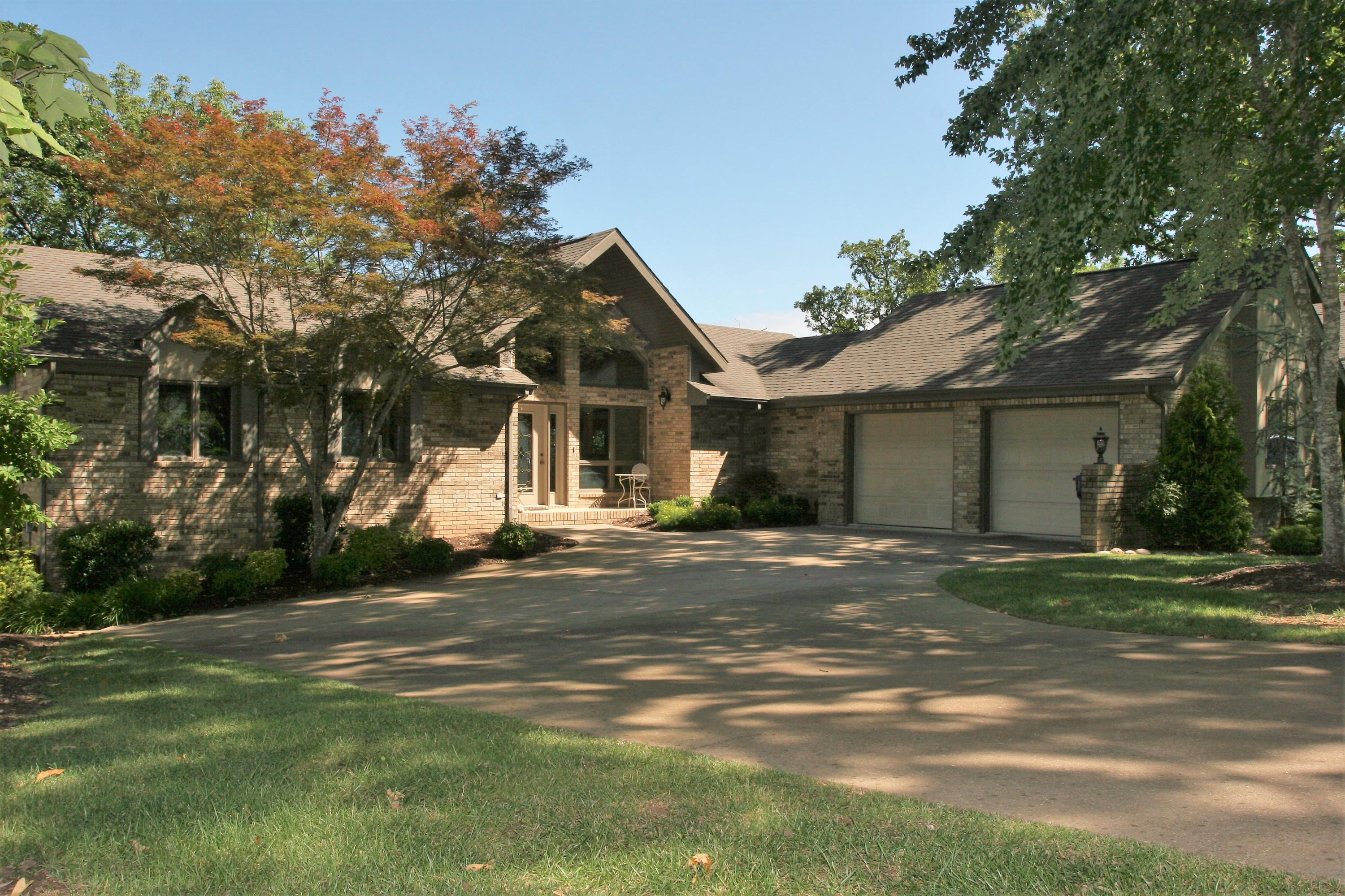 229 South Lakeshore Drive Blue Eye, MO 65611
