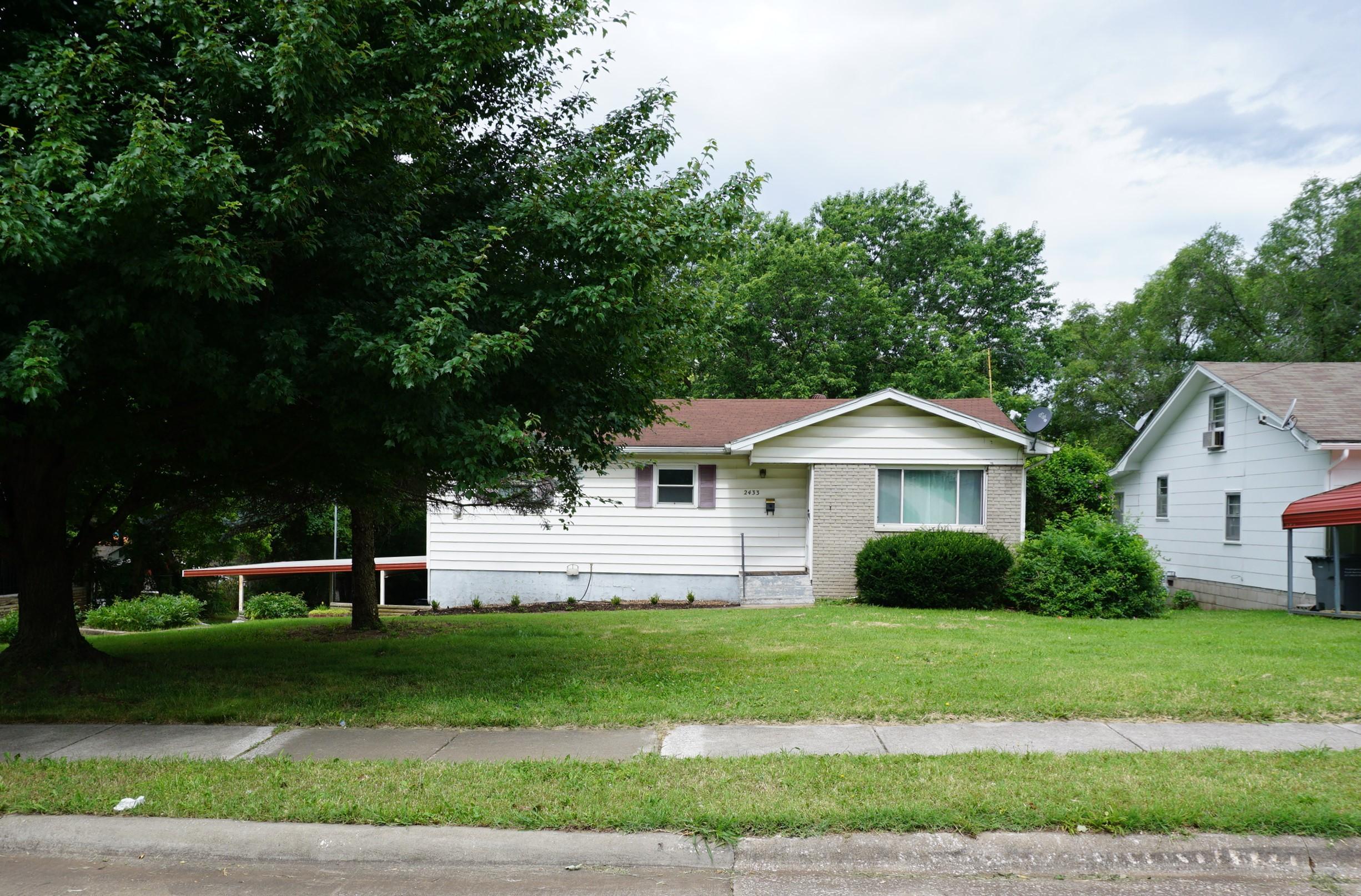 2433 North Johnston Avenue Springfield, MO 65803