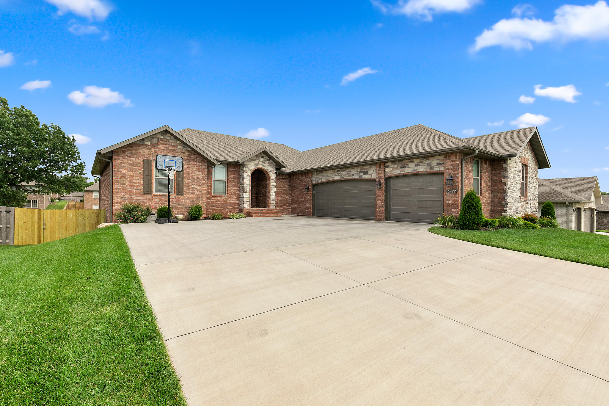 5722 South Cottonwood Drive Battlefield, MO 65619