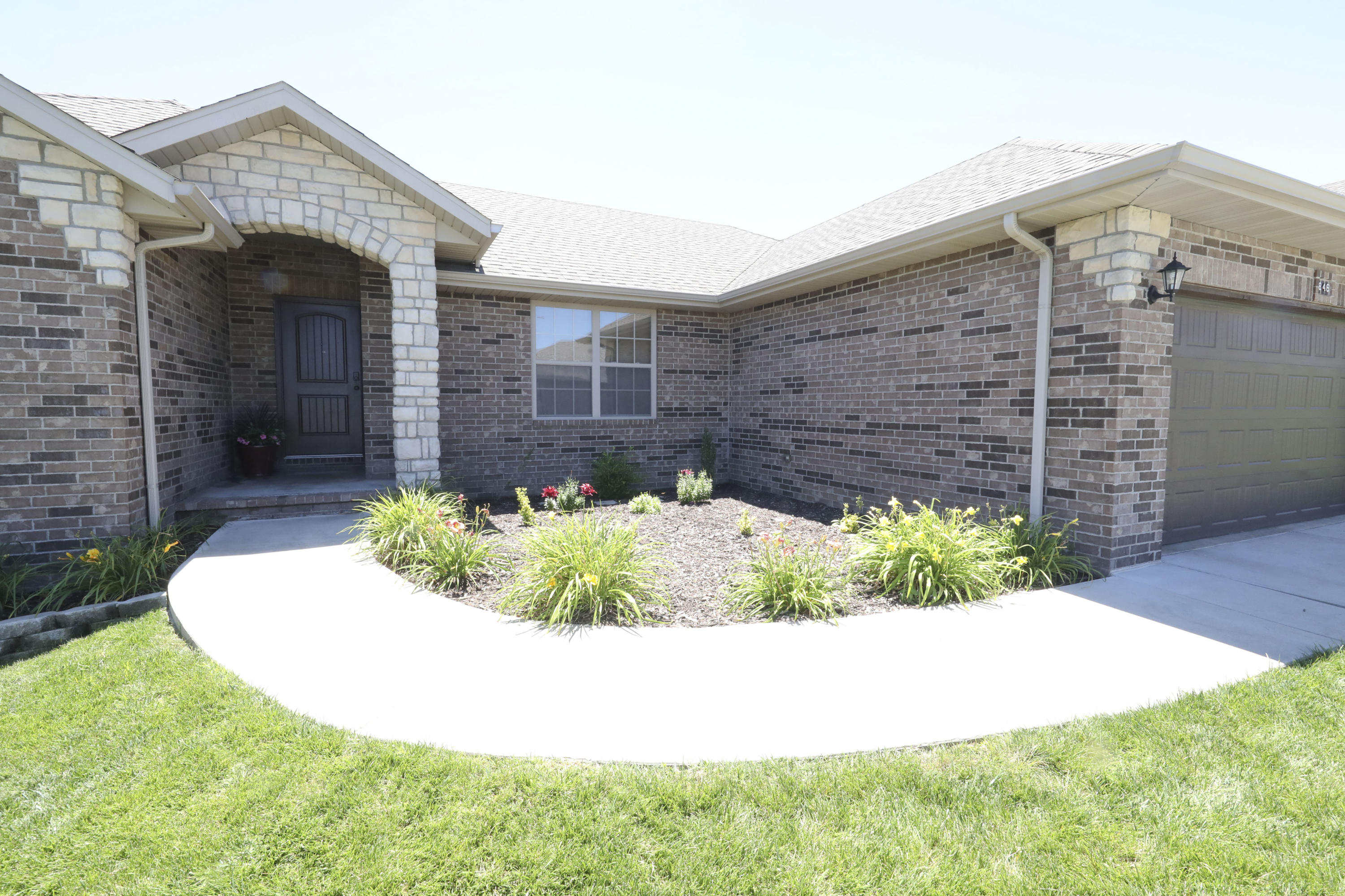 846 East Purple Martin Street Nixa, MO 65714