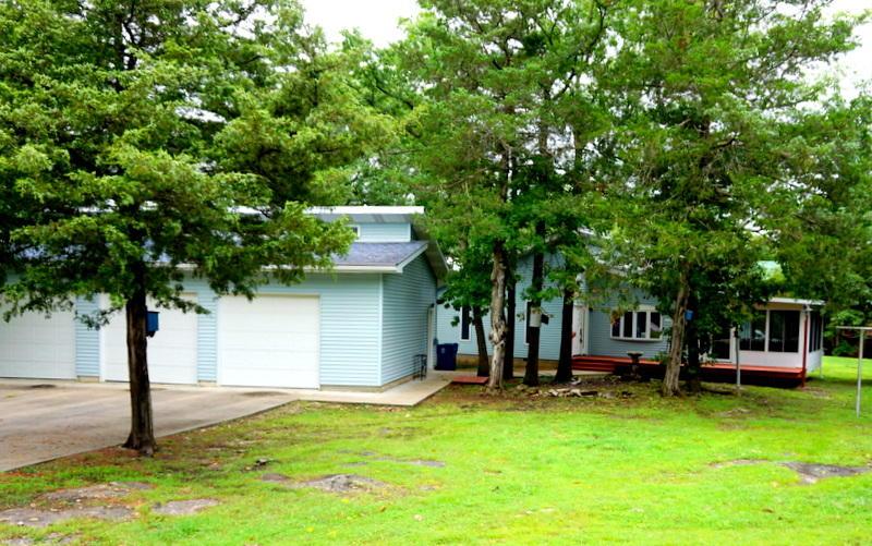 569 Lakewood Drive Hollister, MO 65672