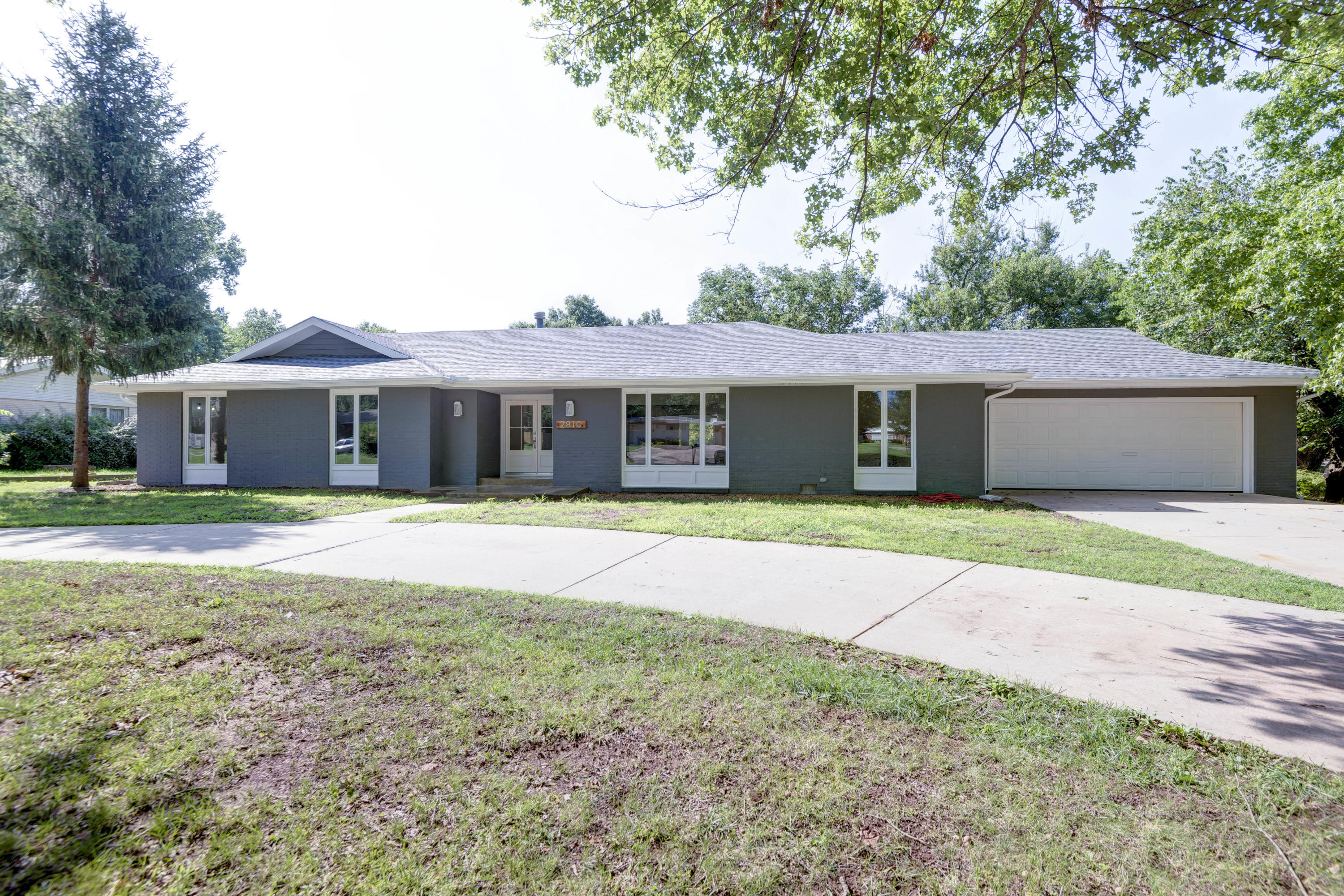 2810 East Southern Hills Boulevard Springfield, MO 65804