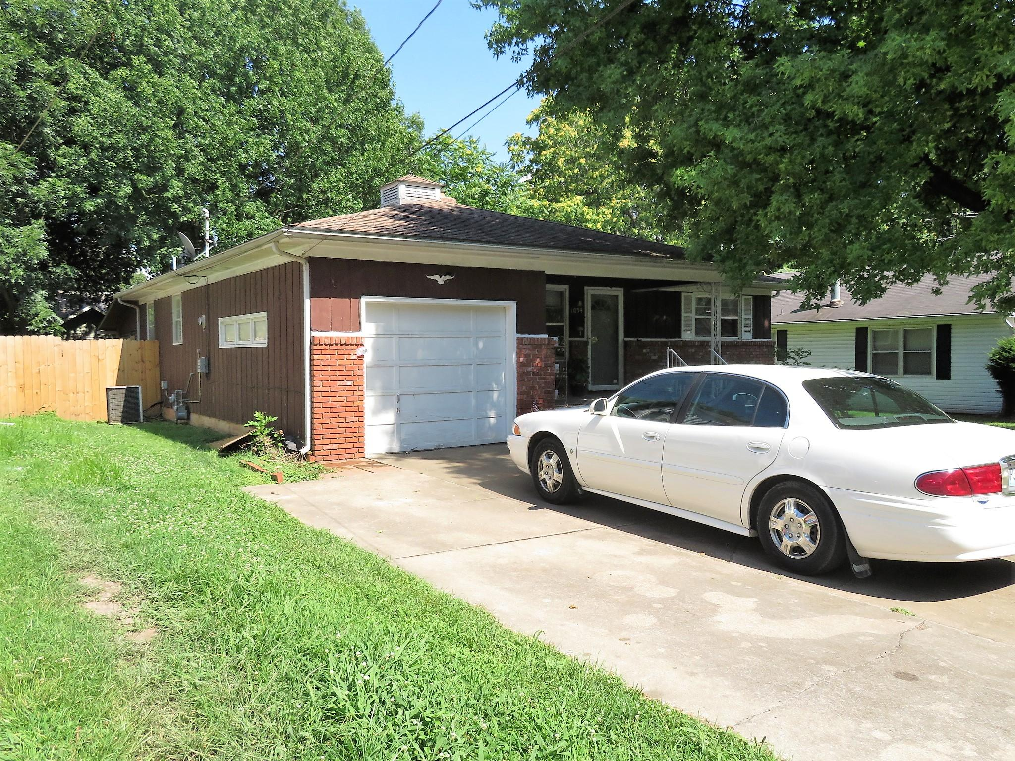 1054 South Weaver Avenue Springfield, MO 65807