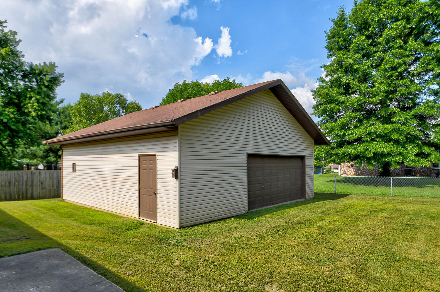 905 North 7th Avenue Ozark, MO 65721