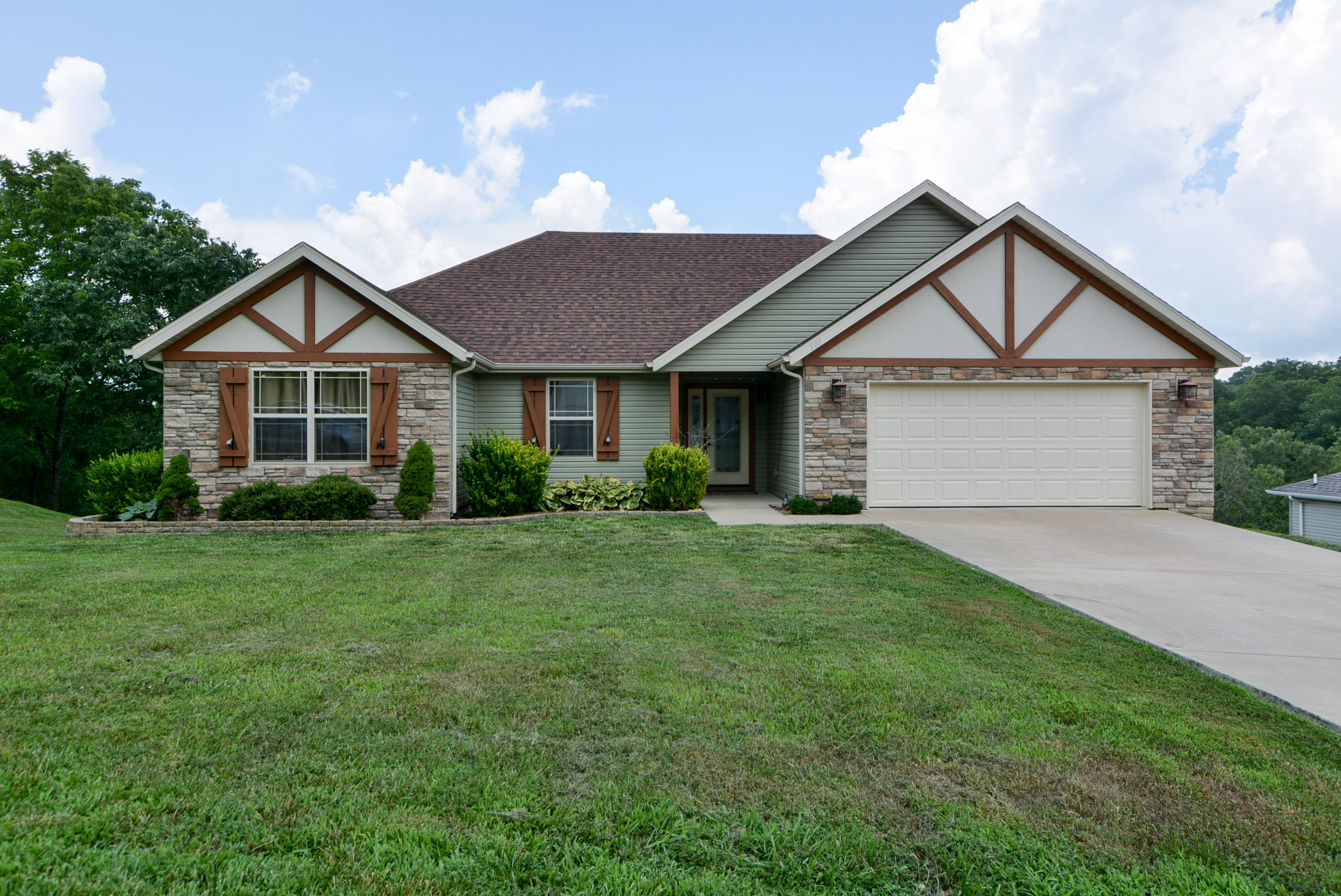 501 Oak Brook Estates Lane Walnut Shade, MO 65771