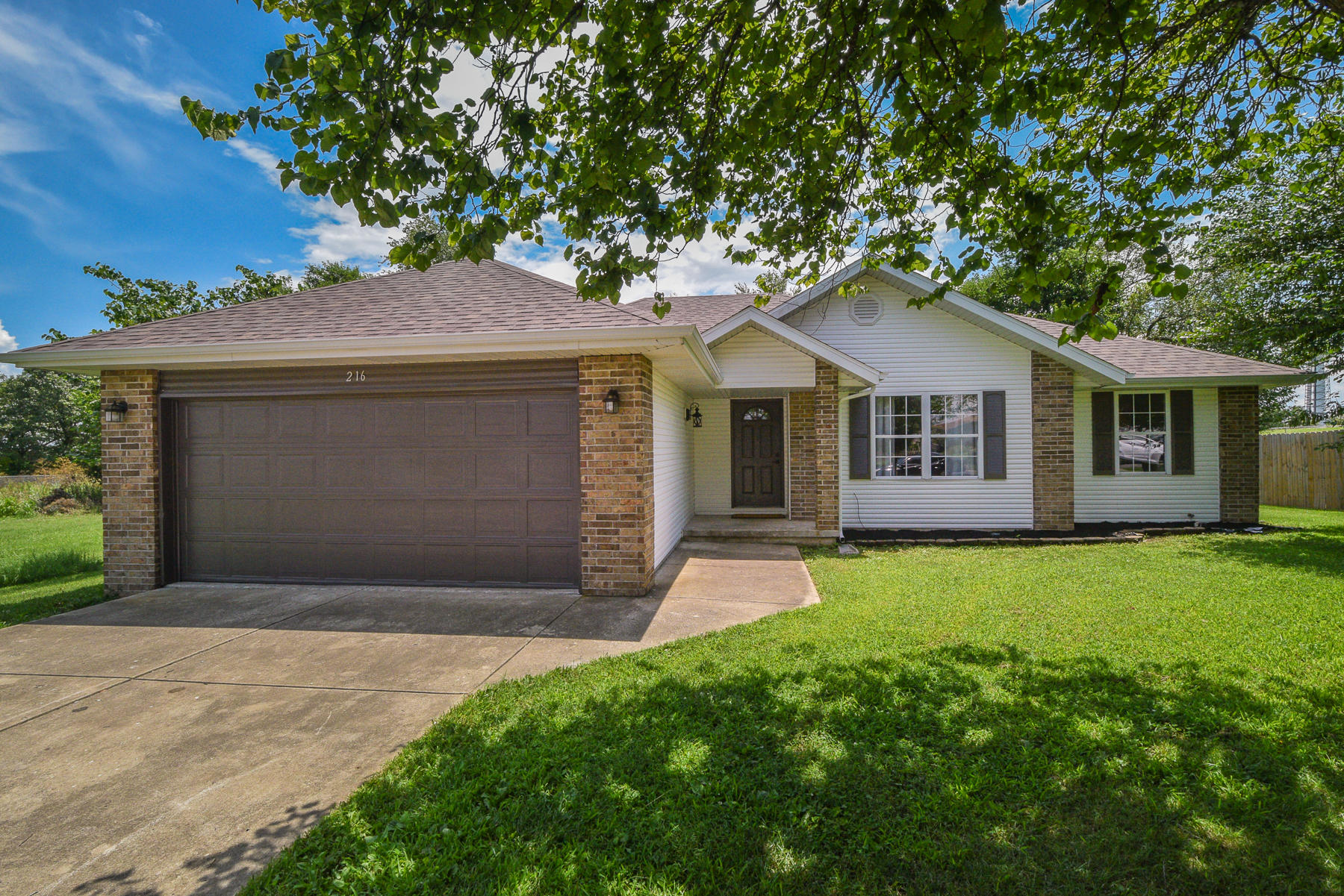 216 East Blue Jay Street Clever, MO 65631